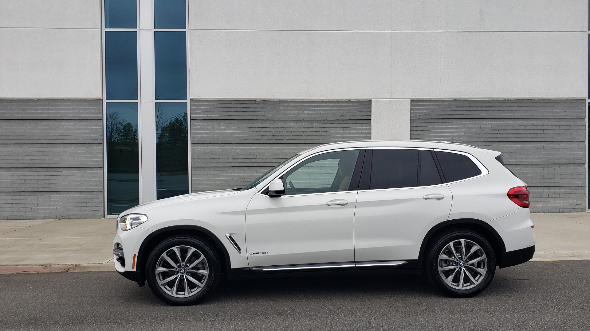Used 2018 BMW X3 XDRIVE30I / LUX PKG / PREM PKG / CONV PKG / PDC / APPLE CARPLAY for sale Sold at Formula Imports in Charlotte NC 28227 4