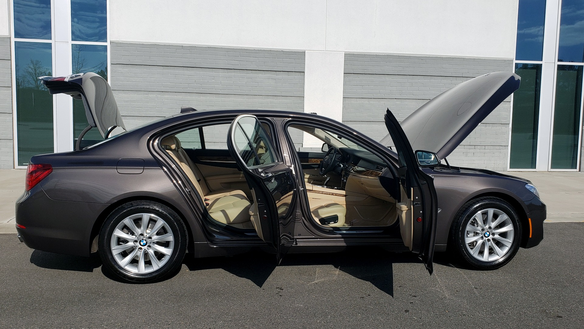 Used 2015 BMW 7 SERIES 740I SEDAN / EXECUTIVE PKG / DRVR ASST PLUS / HEADS-UP for sale Sold at Formula Imports in Charlotte NC 28227 11