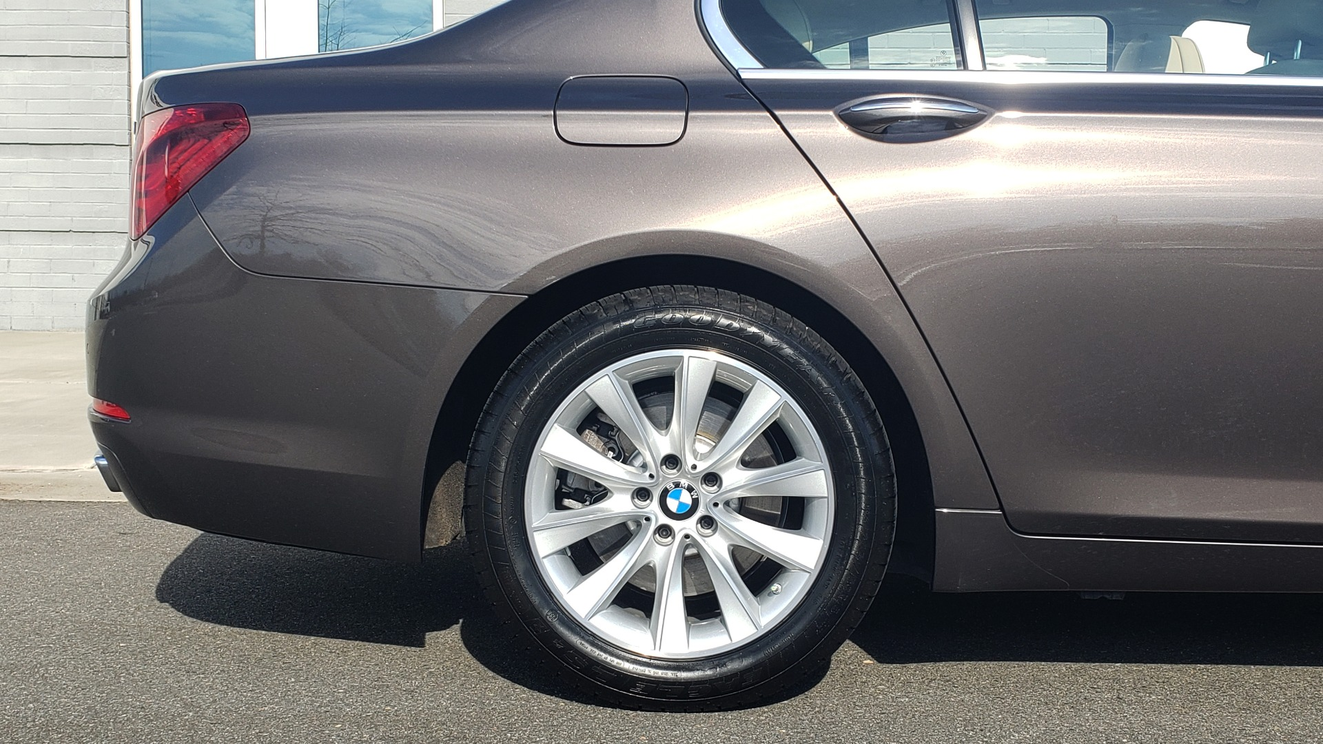 Used 2015 BMW 7 SERIES 740I SEDAN / EXECUTIVE PKG / DRVR ASST PLUS / HEADS-UP for sale Sold at Formula Imports in Charlotte NC 28227 82