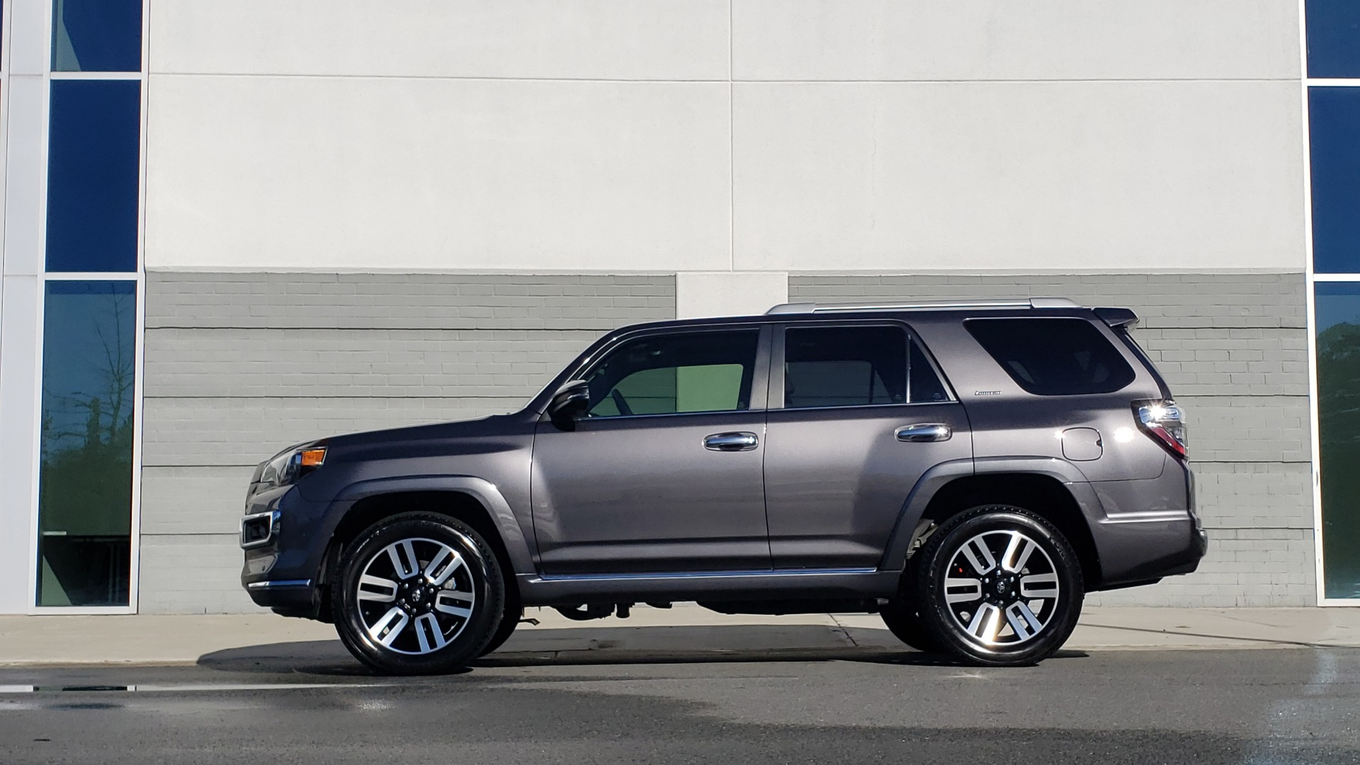 Used 2018 Toyota 4RUNNER LIMITED 4X4 / 4.0 V6 / AUTO / NAV / SUNROOF / REARVIEW for sale Sold at Formula Imports in Charlotte NC 28227 3