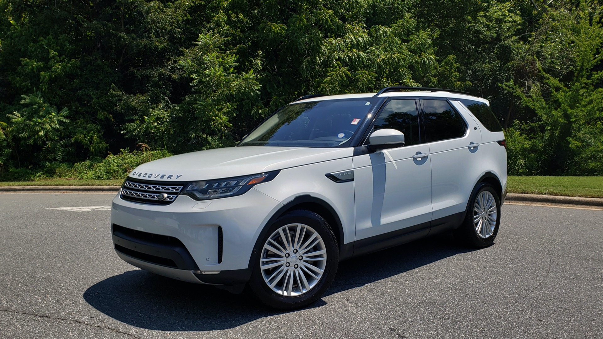Used 2017 Land Rover DISCOVERY HSE LUXURY / SC V6 / NAV / DRIVE PRO / VISION ASSIST for sale Sold at Formula Imports in Charlotte NC 28227 1