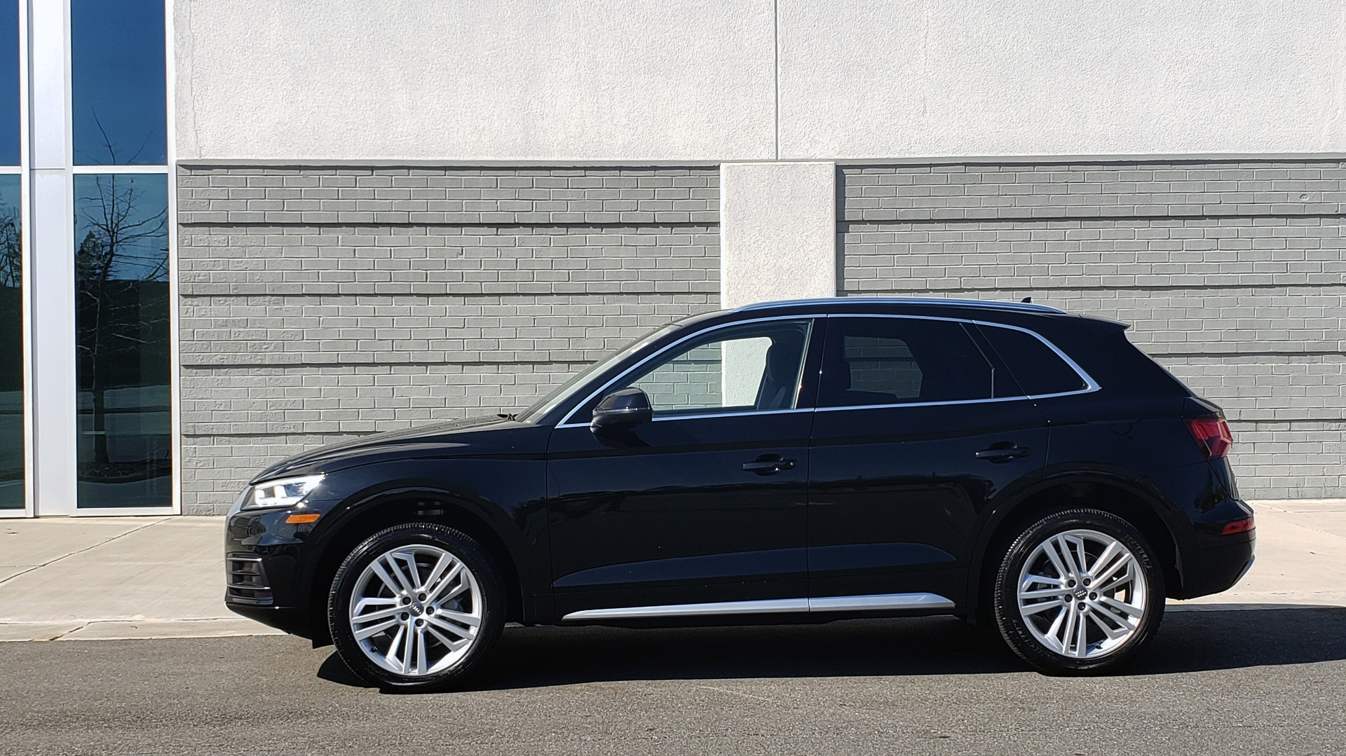 Used 2018 Audi Q5 PREMIUM PLUS / NAV / PANO-ROOF / CLD WTHR / REARVIEW for sale $30,435 at Formula Imports in Charlotte NC 28227 4