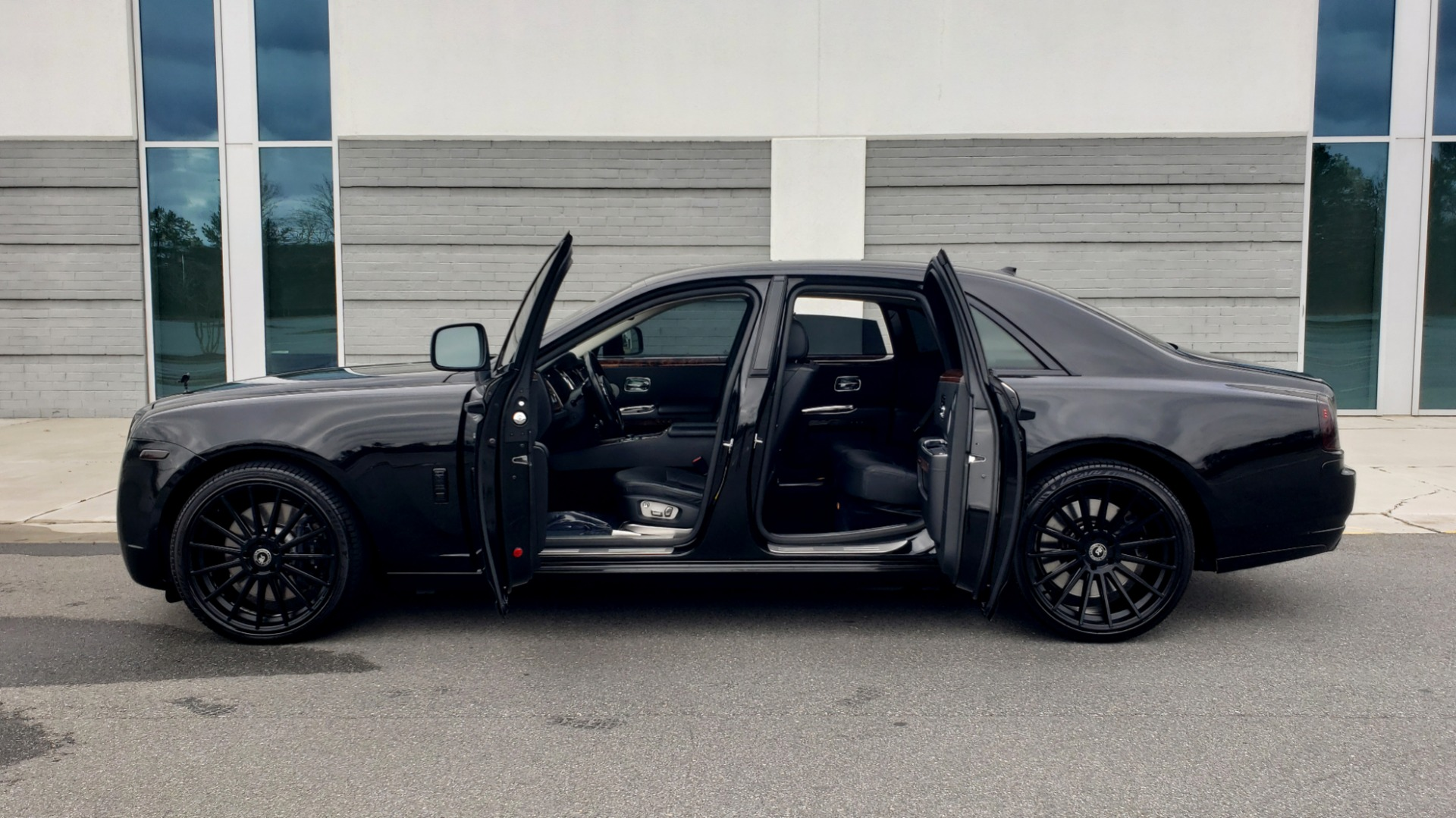 Used 2010 Rolls-Royce GHOST 6.6L TURBO V12 (563HP) / NAV / SUNROOF / SUICIDE DOORS for sale $89,000 at Formula Imports in Charlotte NC 28227 12