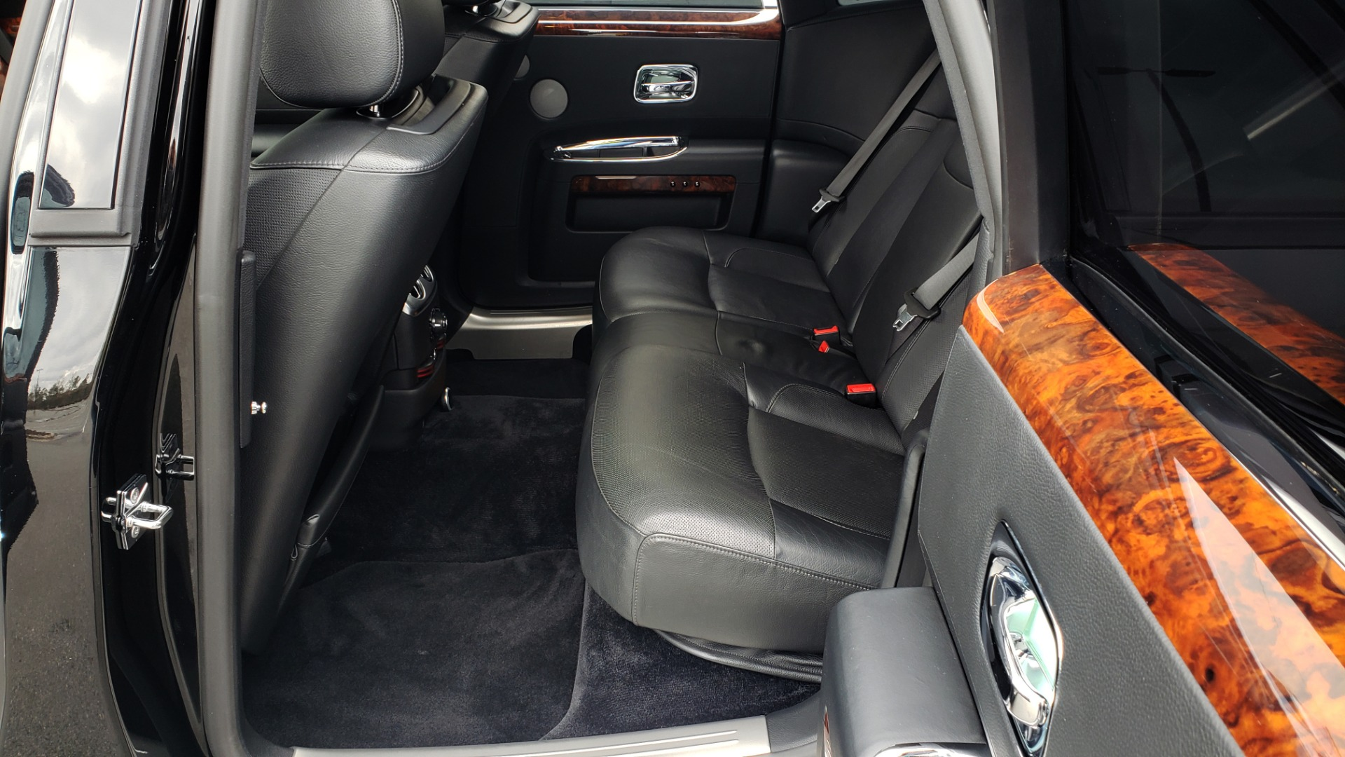 Used 2010 Rolls-Royce GHOST 6.6L TURBO V12 (563HP) / NAV / SUNROOF / SUICIDE DOORS for sale $89,000 at Formula Imports in Charlotte NC 28227 18