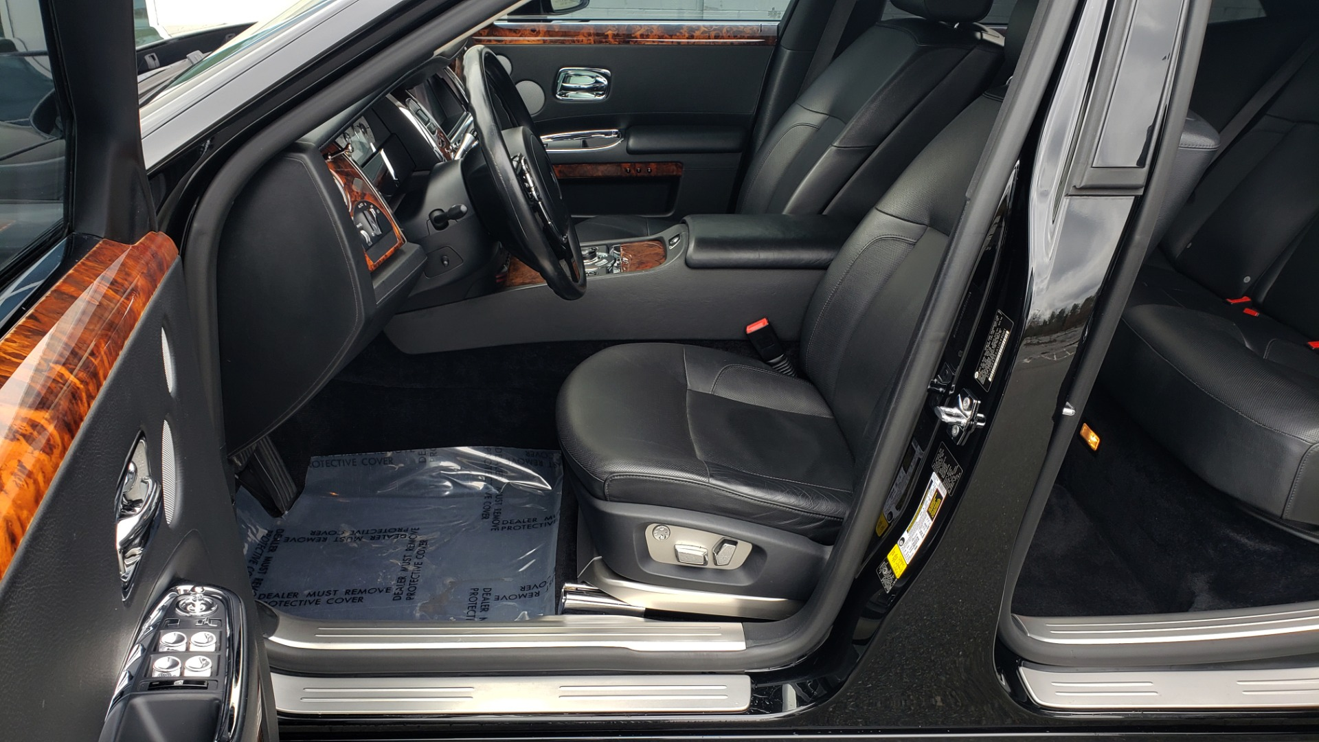 Used 2010 Rolls-Royce GHOST 6.6L TURBO V12 (563HP) / NAV / SUNROOF / SUICIDE DOORS for sale $89,000 at Formula Imports in Charlotte NC 28227 19