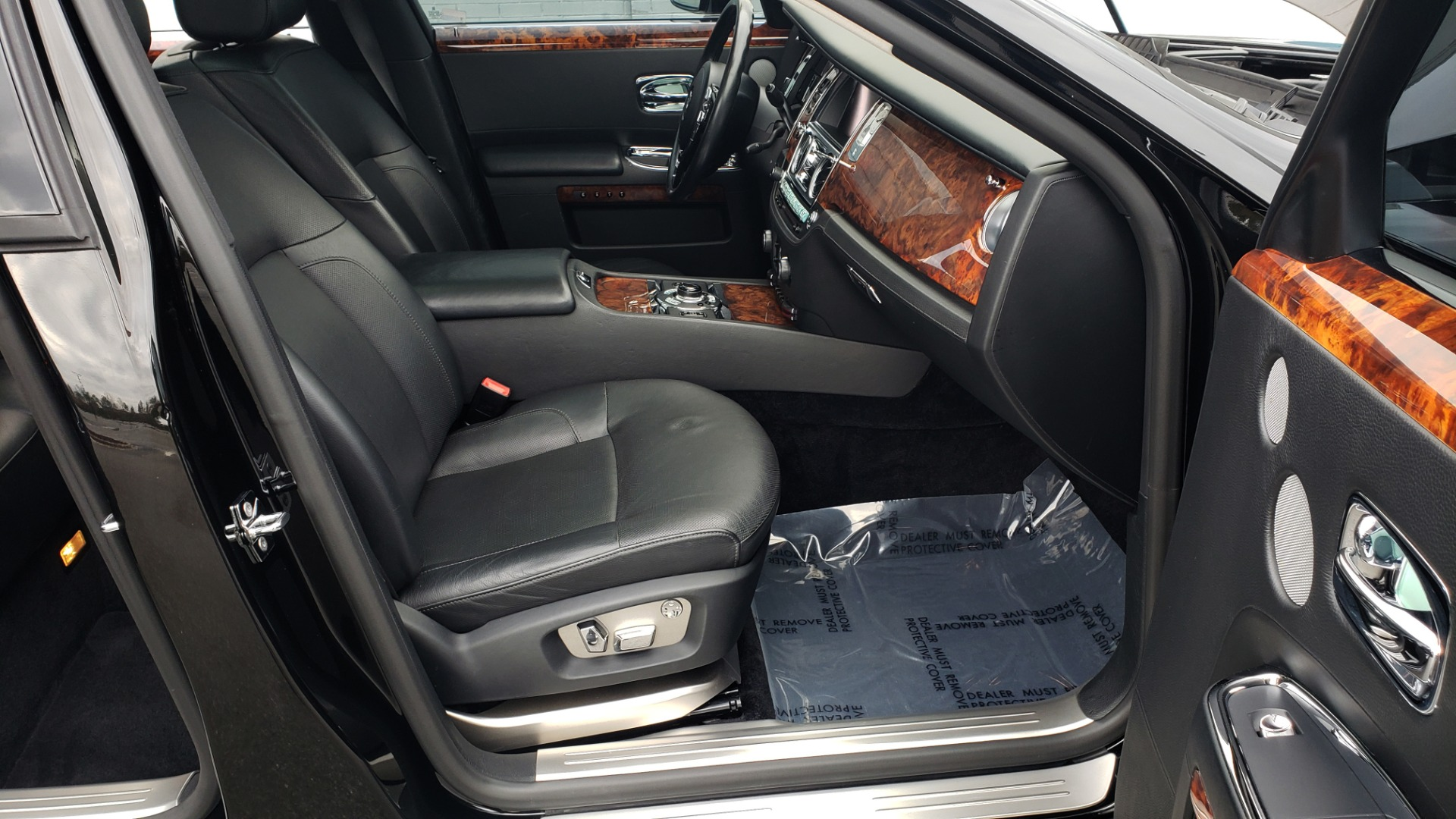 Used 2010 Rolls-Royce GHOST 6.6L TURBO V12 (563HP) / NAV / SUNROOF / SUICIDE DOORS for sale $89,000 at Formula Imports in Charlotte NC 28227 35