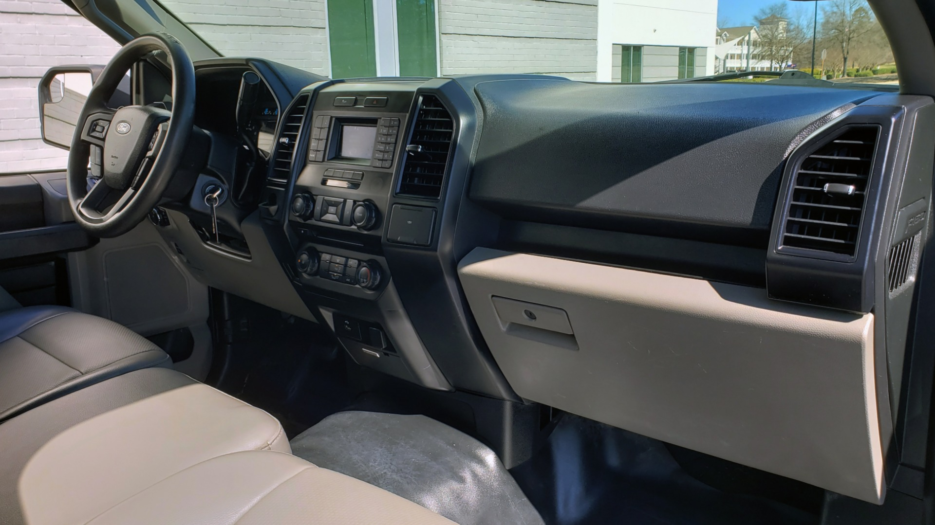 Used 2016 Ford F-150 XL / 2WD / V6 / AUTO / LONG BED / 141IN WB / WORK TRUCK for sale Sold at Formula Imports in Charlotte NC 28227 13