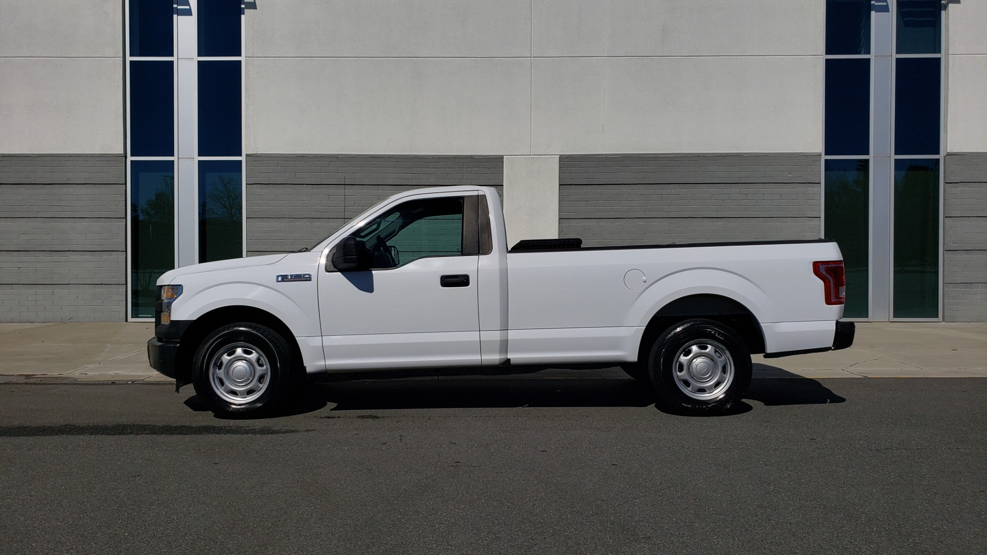 Used 2016 Ford F-150 XL / 2WD / V6 / AUTO / LONG BED / 141IN WB / WORK TRUCK for sale Sold at Formula Imports in Charlotte NC 28227 2
