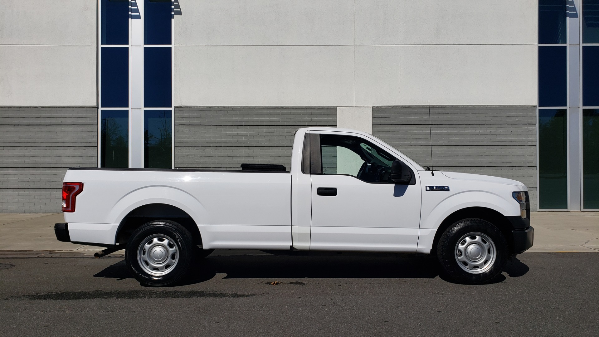 Used 2016 Ford F-150 XL / 2WD / V6 / AUTO / LONG BED / 141IN WB / WORK TRUCK for sale Sold at Formula Imports in Charlotte NC 28227 5