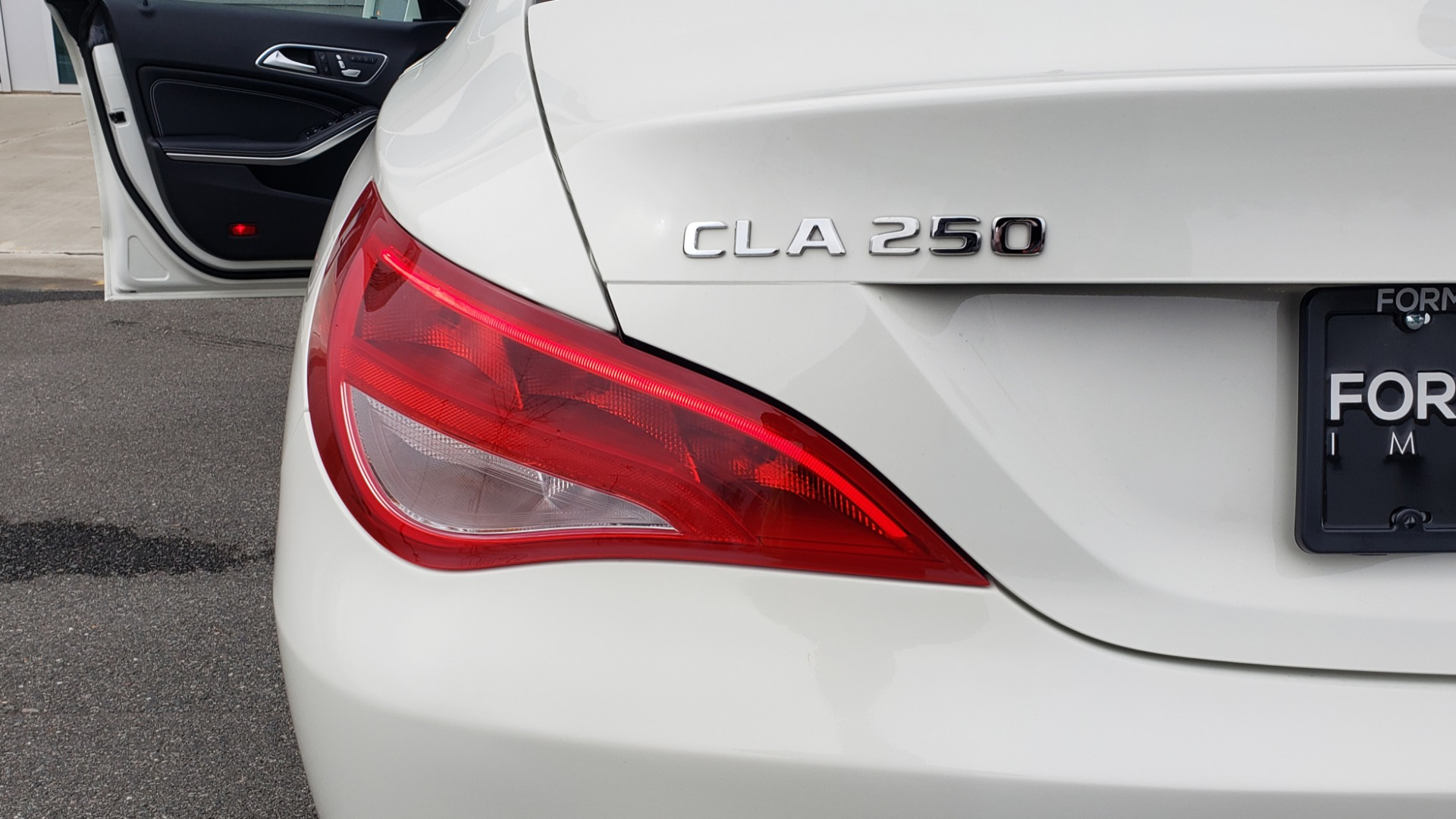 Used 2018 Mercedes-Benz CLA 250 PREMIUM / NAV / PANO-ROOF / APPLE CARPLAY / REARVIEW for sale $23,995 at Formula Imports in Charlotte NC 28227 27