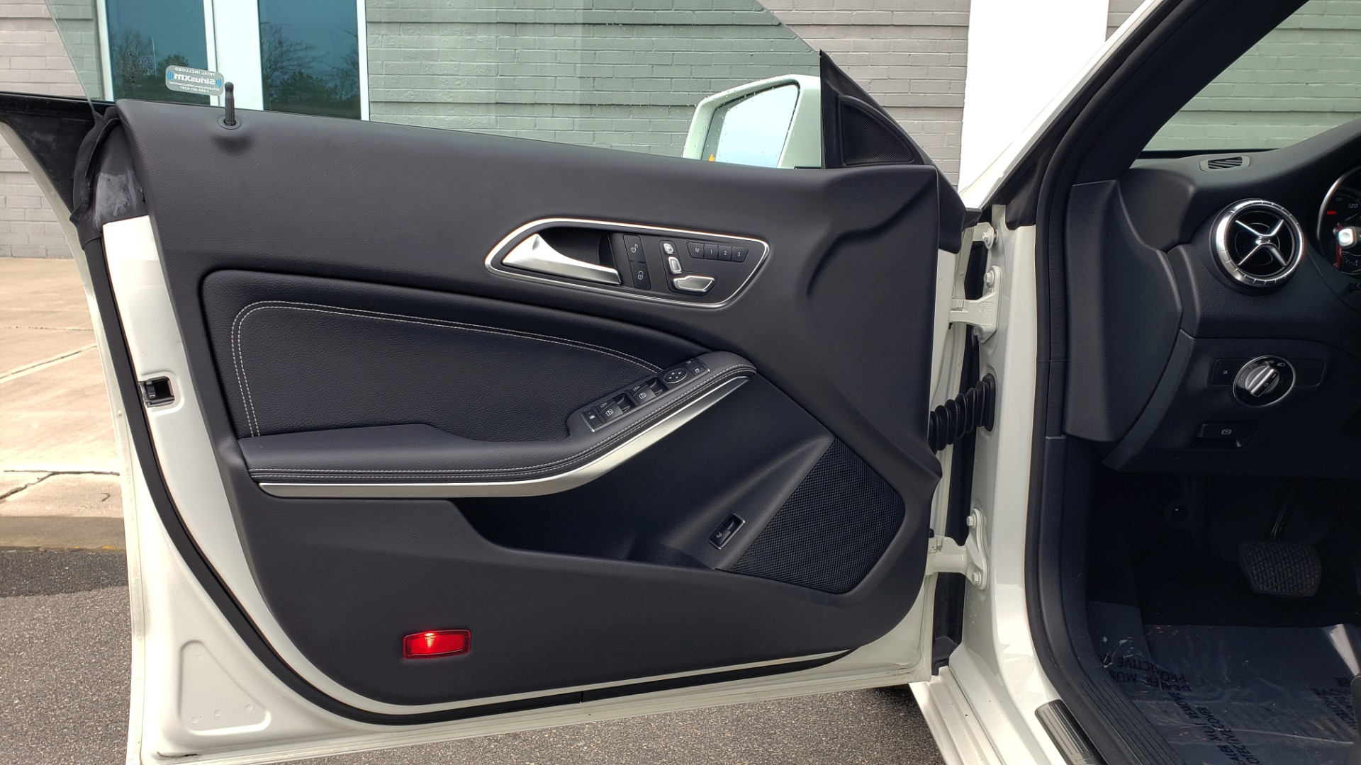 Used 2018 Mercedes-Benz CLA 250 PREMIUM / NAV / PANO-ROOF / APPLE CARPLAY / REARVIEW for sale $23,995 at Formula Imports in Charlotte NC 28227 29