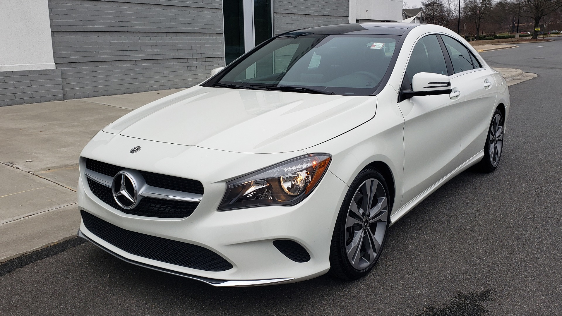 Used 2018 Mercedes-Benz CLA 250 PREMIUM / NAV / PANO-ROOF / APPLE CARPLAY / REARVIEW for sale $23,995 at Formula Imports in Charlotte NC 28227 3