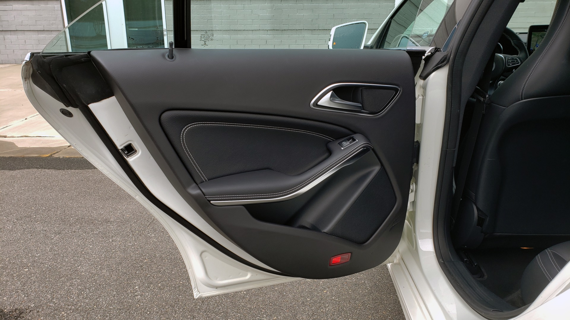 Used 2018 Mercedes-Benz CLA 250 PREMIUM / NAV / PANO-ROOF / APPLE CARPLAY / REARVIEW for sale $23,995 at Formula Imports in Charlotte NC 28227 59