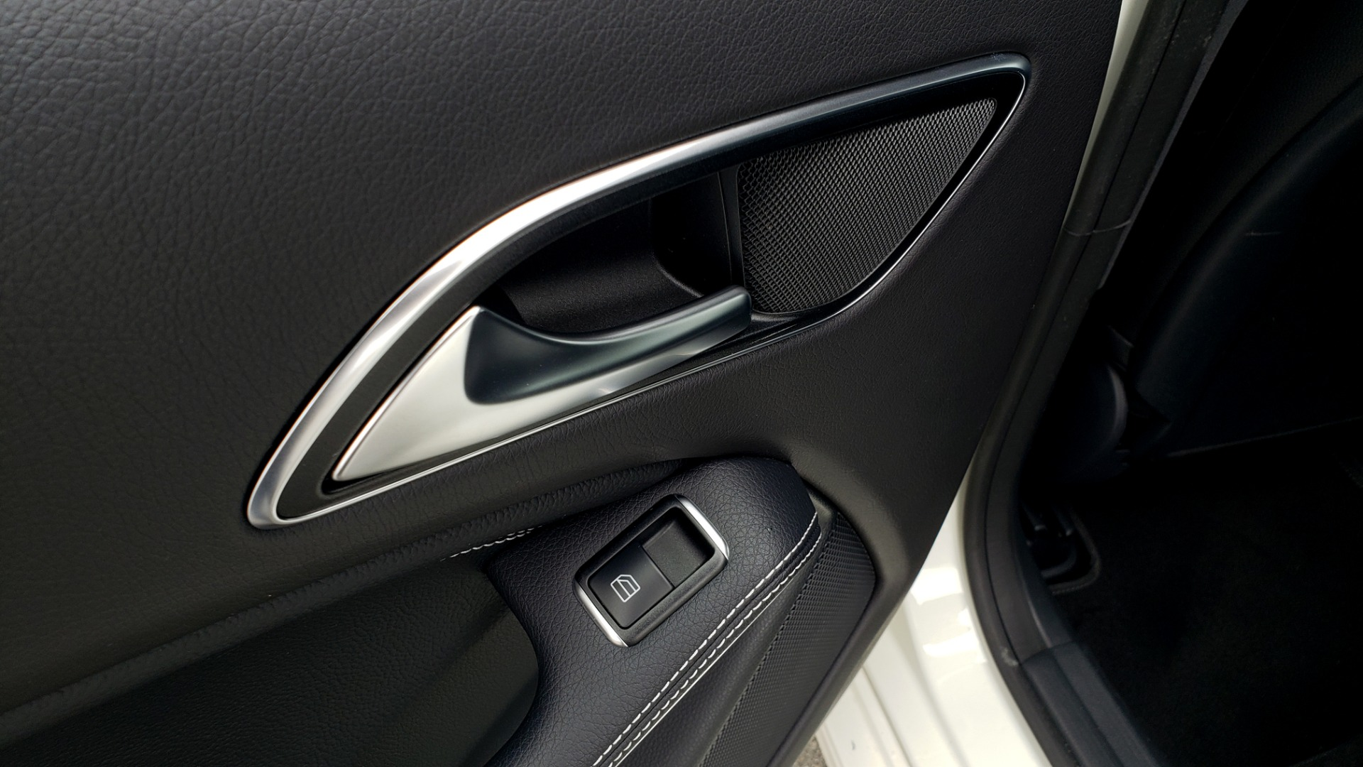 Used 2018 Mercedes-Benz CLA 250 PREMIUM / NAV / PANO-ROOF / APPLE CARPLAY / REARVIEW for sale $23,995 at Formula Imports in Charlotte NC 28227 60