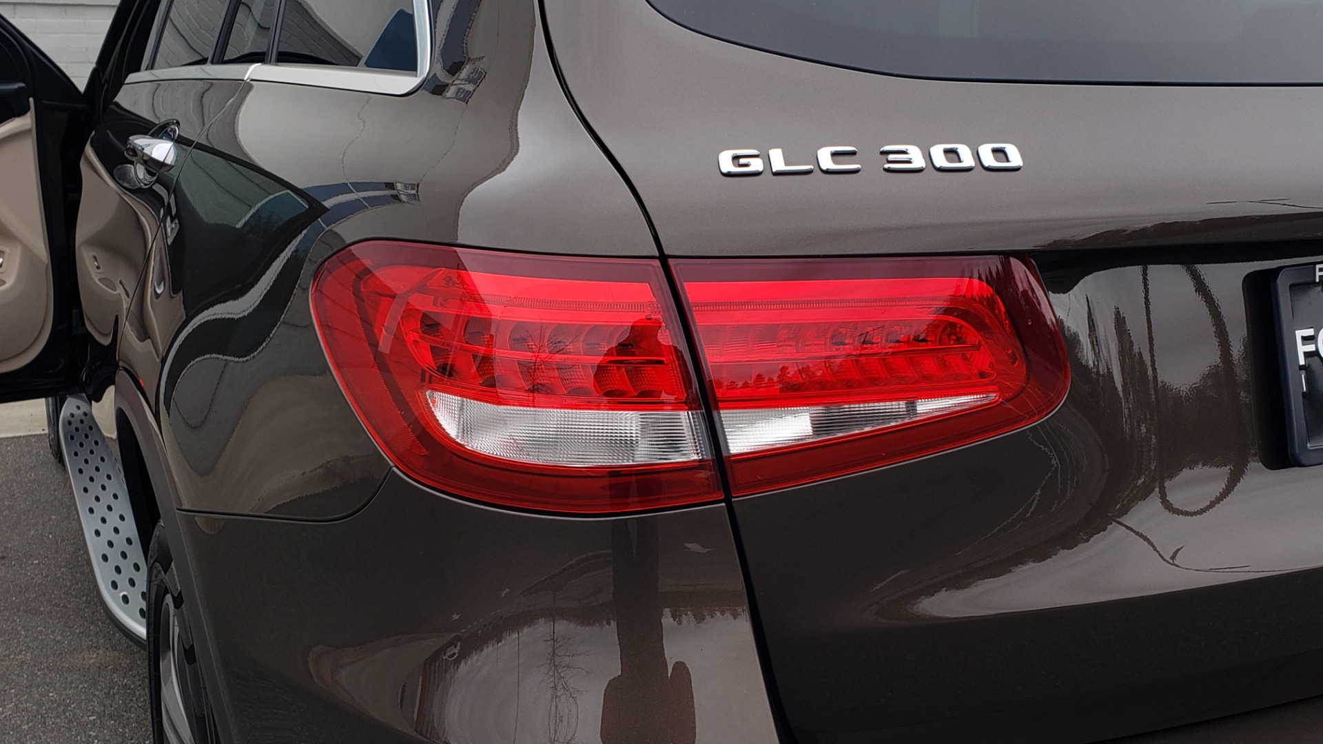 Used 2018 Mercedes-Benz GLC 300 4MATIC / PREM PKG / MULTIMEDIA / PANO-ROOF / BURMESTER for sale $33,995 at Formula Imports in Charlotte NC 28227 25