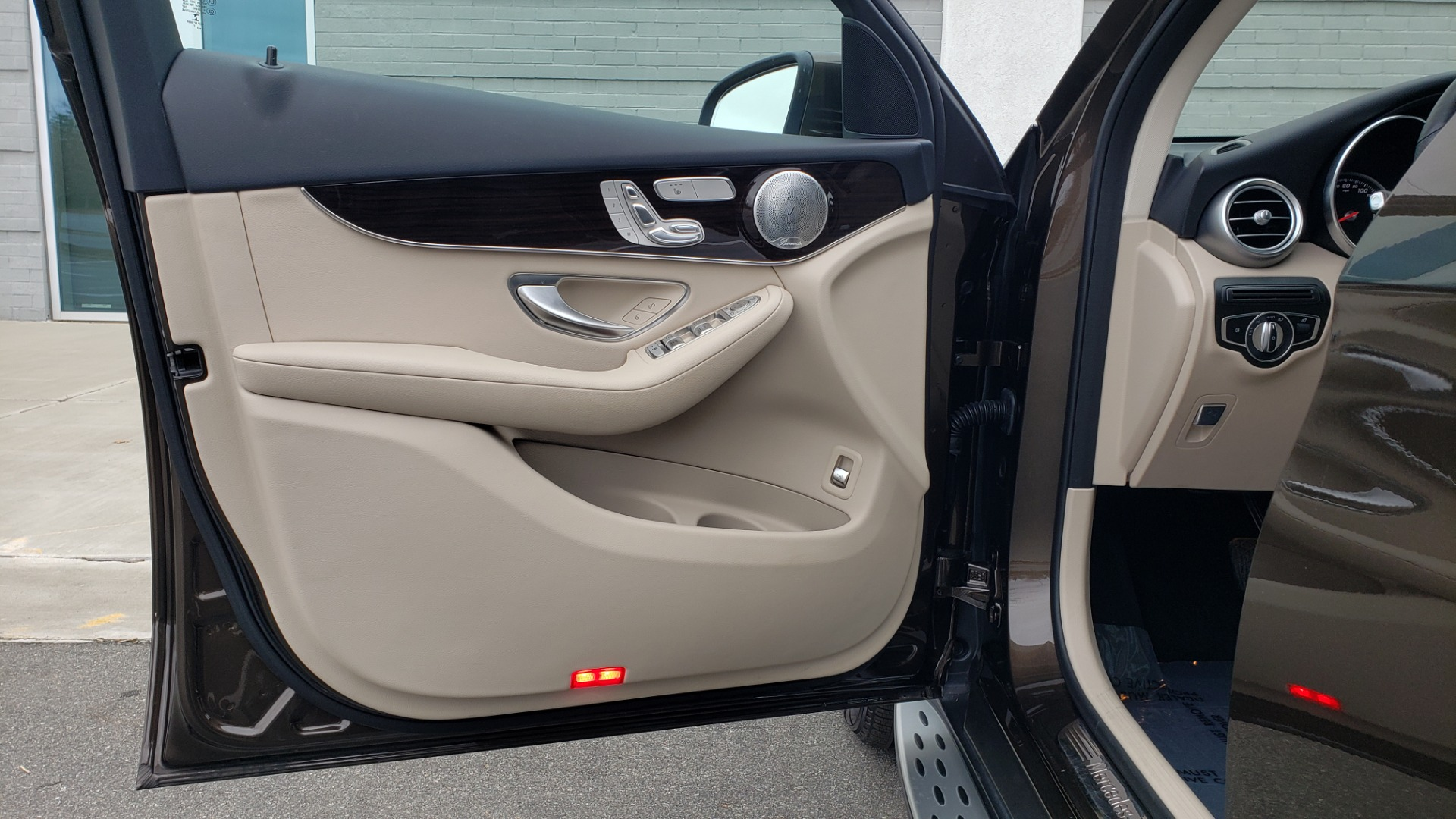 Used 2018 Mercedes-Benz GLC 300 4MATIC / PREM PKG / MULTIMEDIA / PANO-ROOF / BURMESTER for sale $33,995 at Formula Imports in Charlotte NC 28227 27