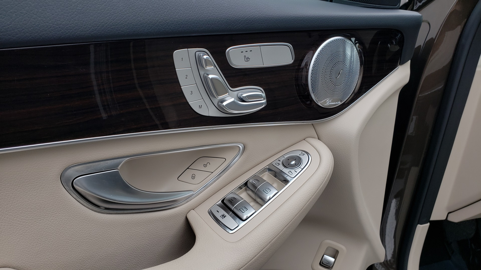 Used 2018 Mercedes-Benz GLC 300 4MATIC / PREM PKG / MULTIMEDIA / PANO-ROOF / BURMESTER for sale $33,995 at Formula Imports in Charlotte NC 28227 28