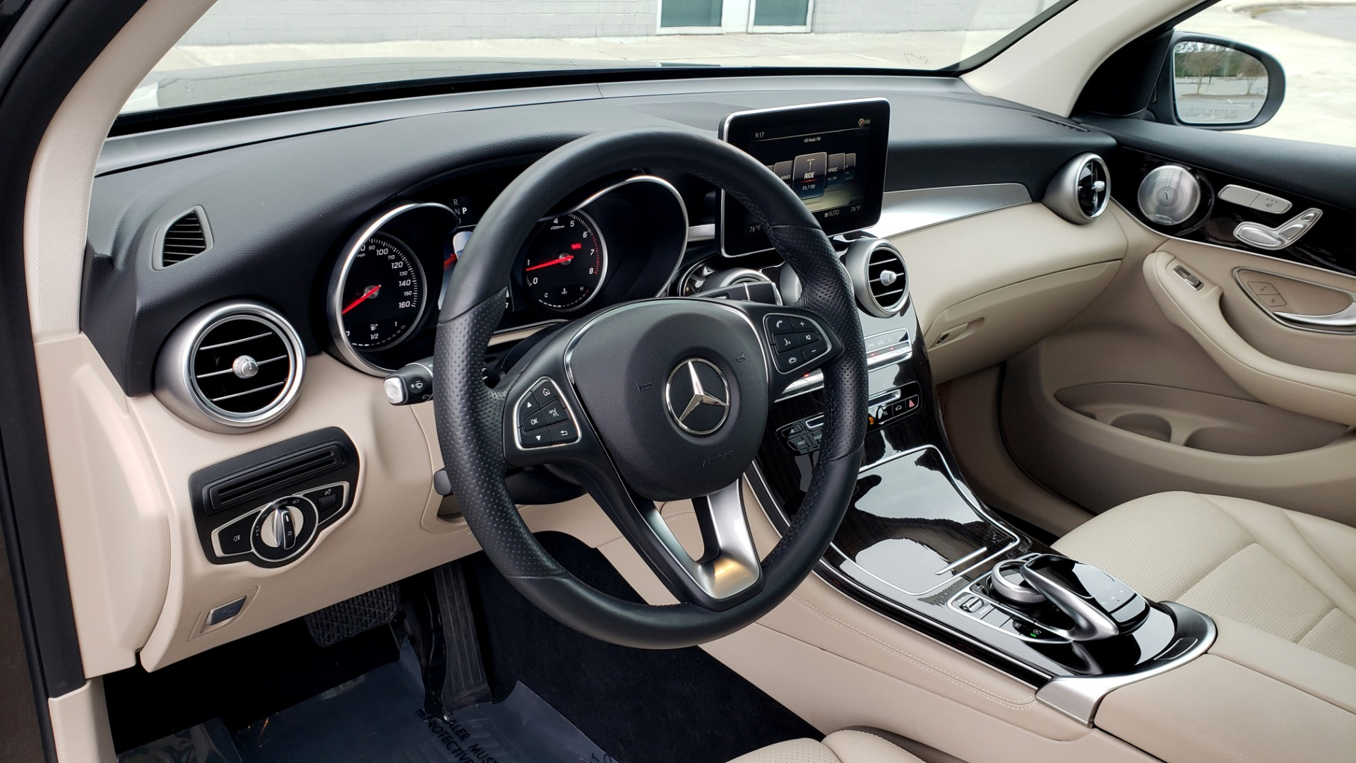 Used 2018 Mercedes-Benz GLC 300 4MATIC / PREM PKG / MULTIMEDIA / PANO-ROOF / BURMESTER for sale $33,995 at Formula Imports in Charlotte NC 28227 34