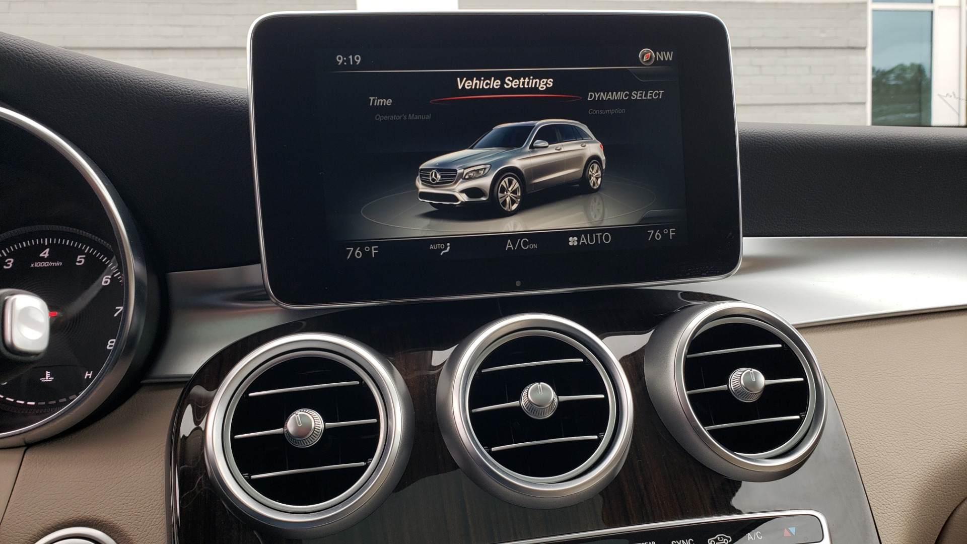 Used 2018 Mercedes-Benz GLC 300 4MATIC / PREM PKG / MULTIMEDIA / PANO-ROOF / BURMESTER for sale $33,995 at Formula Imports in Charlotte NC 28227 45