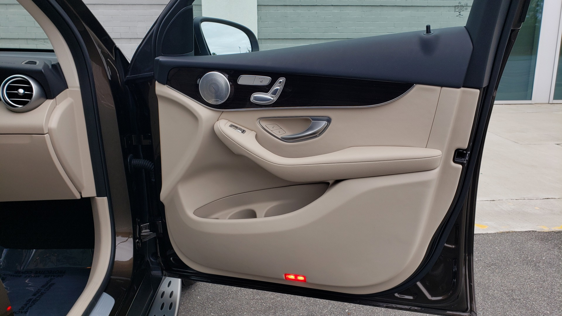 Used 2018 Mercedes-Benz GLC 300 4MATIC / PREM PKG / MULTIMEDIA / PANO-ROOF / BURMESTER for sale $33,995 at Formula Imports in Charlotte NC 28227 61
