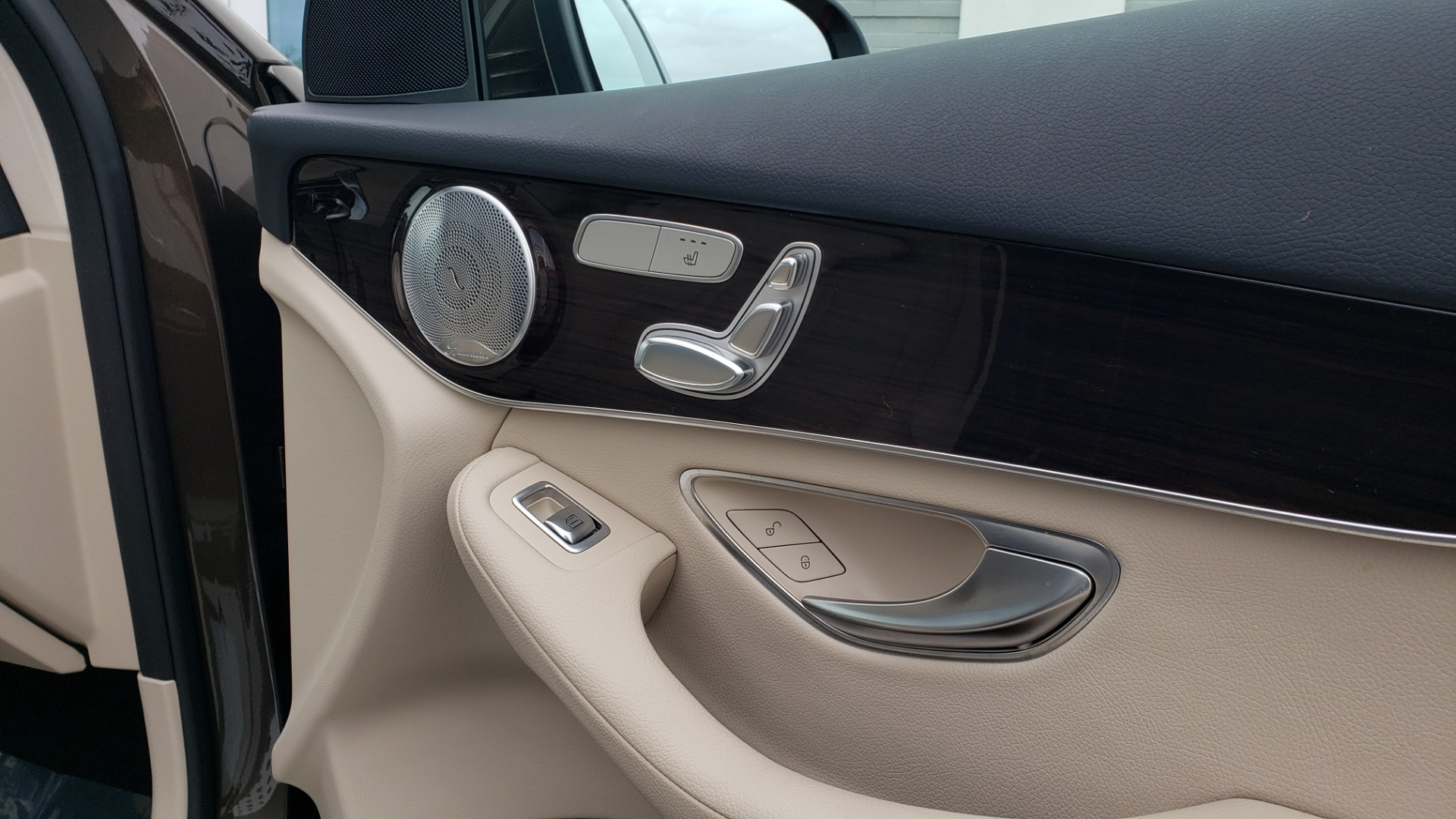 Used 2018 Mercedes-Benz GLC 300 4MATIC / PREM PKG / MULTIMEDIA / PANO-ROOF / BURMESTER for sale $33,995 at Formula Imports in Charlotte NC 28227 62