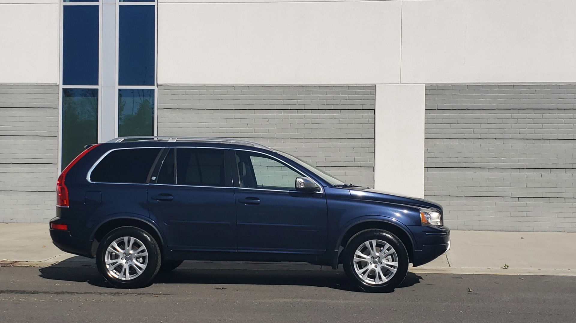 Used 2013 Volvo XC90 PREMIUM PLUS / AWD / HEATED SEATS / SUNROOF / 3-ROW / REARVIEW for sale $16,495 at Formula Imports in Charlotte NC 28227 3
