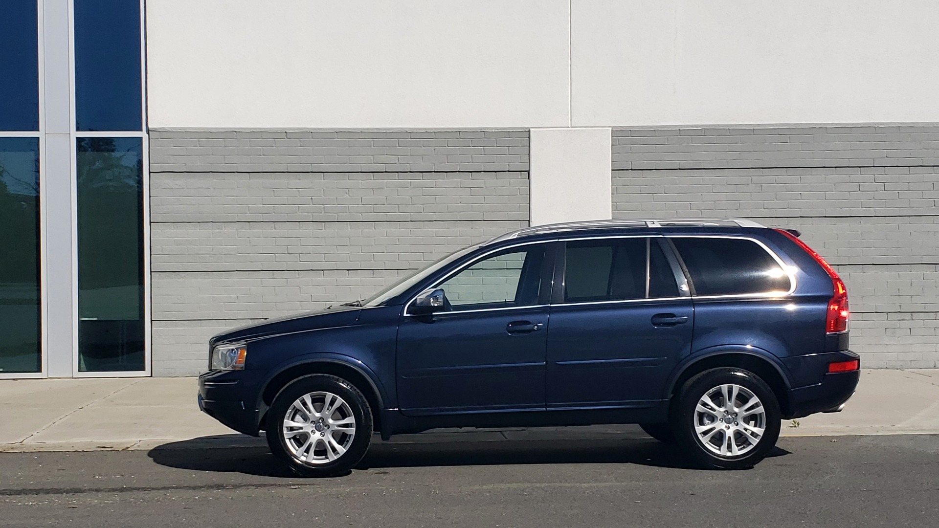 Used 2013 Volvo XC90 PREMIUM PLUS / AWD / HEATED SEATS / SUNROOF / 3-ROW / REARVIEW for sale $16,495 at Formula Imports in Charlotte NC 28227 7