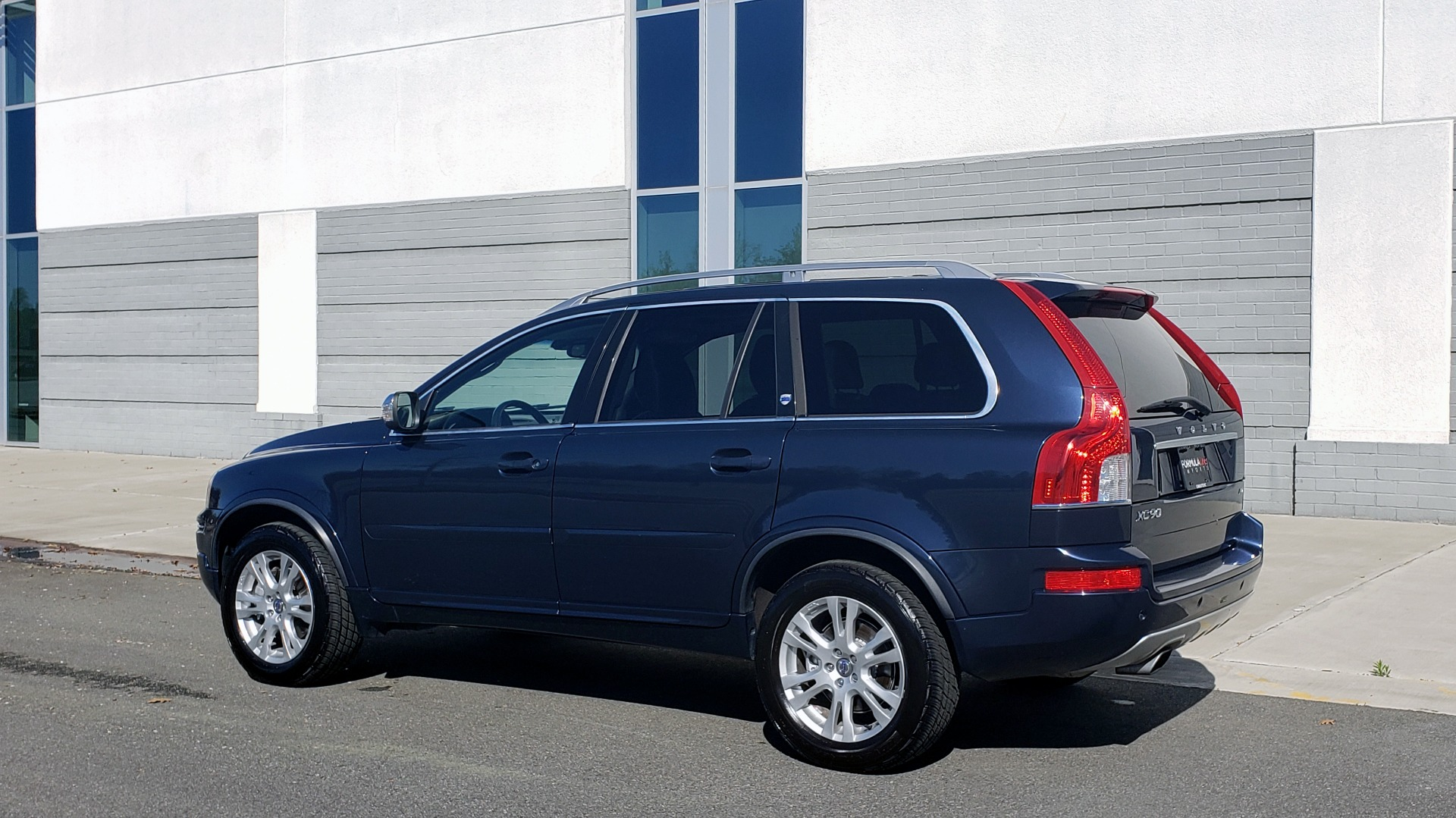 Used 2013 Volvo XC90 PREMIUM PLUS / AWD / HEATED SEATS / SUNROOF / 3-ROW / REARVIEW for sale $16,495 at Formula Imports in Charlotte NC 28227 8