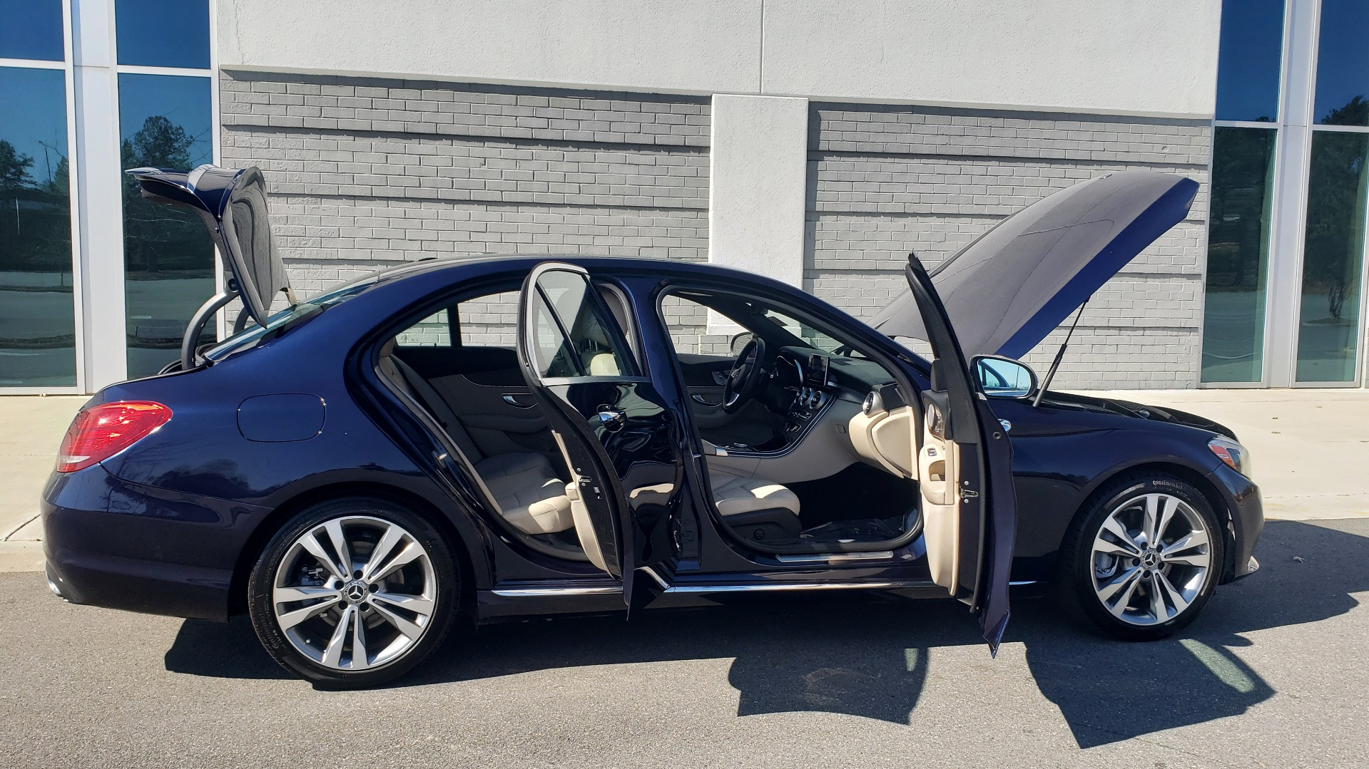 Used 2018 Mercedes-Benz C-CLASS C 300 PREMIUM / SUNROOF / BURMESTER / BSM / REARVIEW for sale $23,995 at Formula Imports in Charlotte NC 28227 10