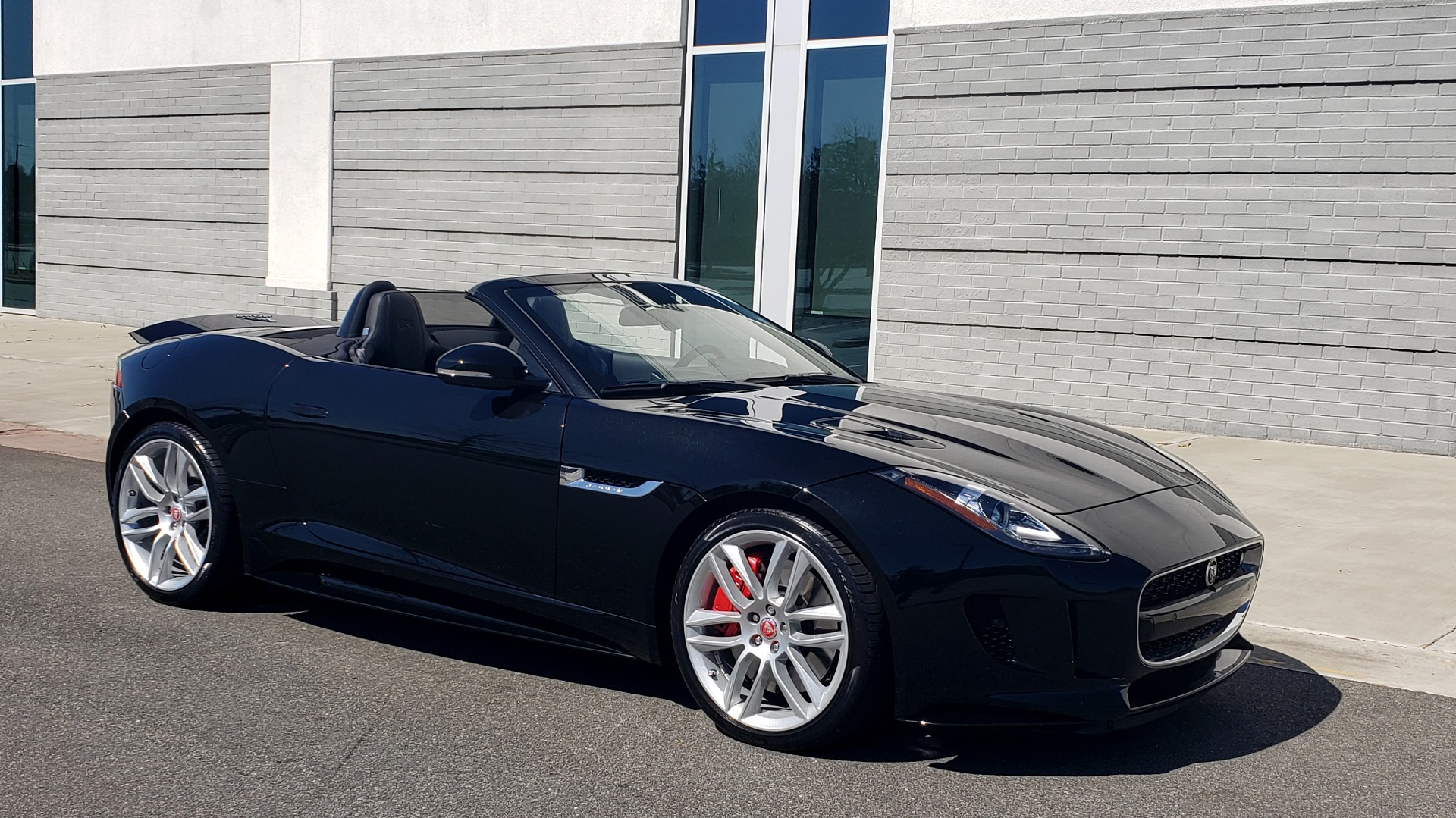 Used 2016 Jaguar F-TYPE R CONVERTIBLE / SC 5.0L 550HP / VISION PACK 3 / BSM / REARVIEW for sale $63,000 at Formula Imports in Charlotte NC 28227 10