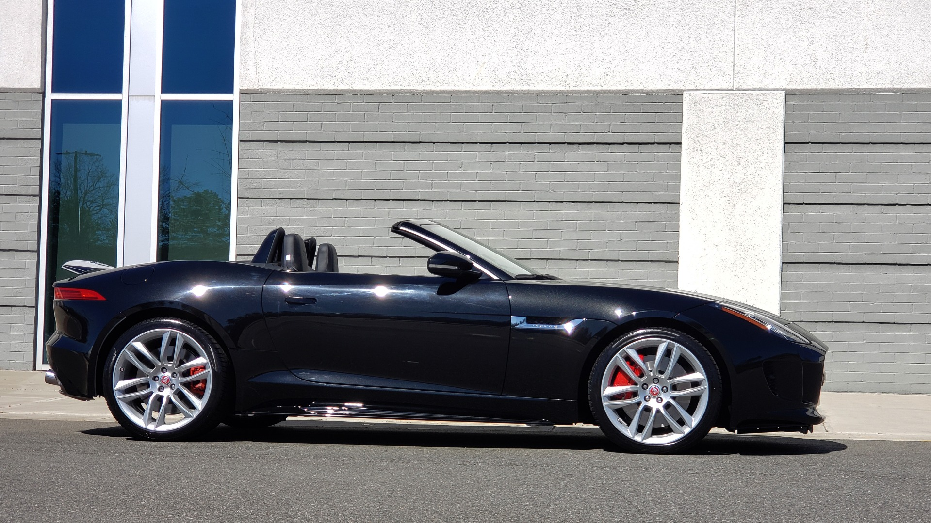 Used 2016 Jaguar F-TYPE R CONVERTIBLE / SC 5.0L 550HP / VISION PACK 3 / BSM / REARVIEW for sale $63,000 at Formula Imports in Charlotte NC 28227 11