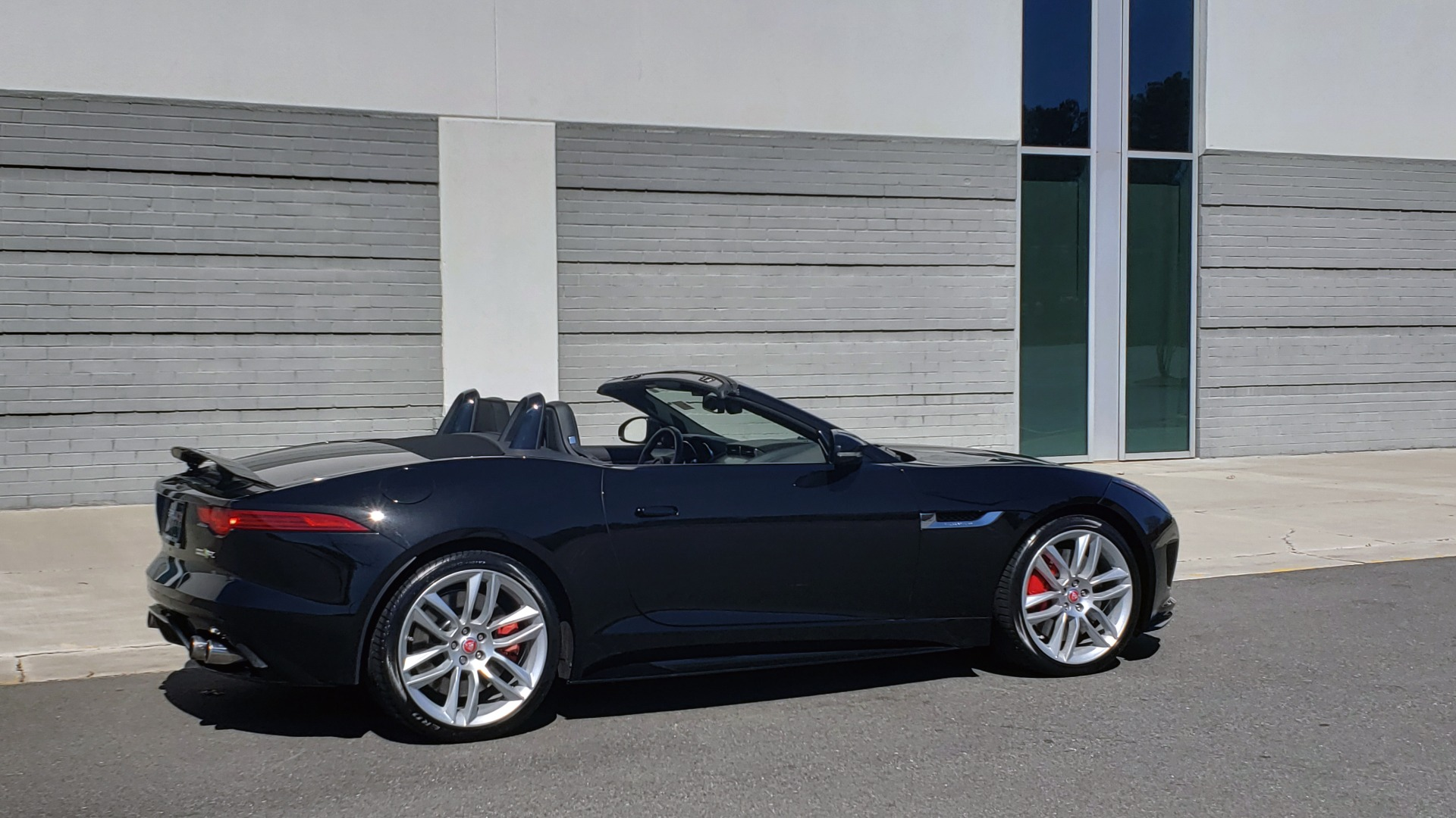 Used 2016 Jaguar F-TYPE R CONVERTIBLE / SC 5.0L 550HP / VISION PACK 3 / BSM / REARVIEW for sale $63,000 at Formula Imports in Charlotte NC 28227 12