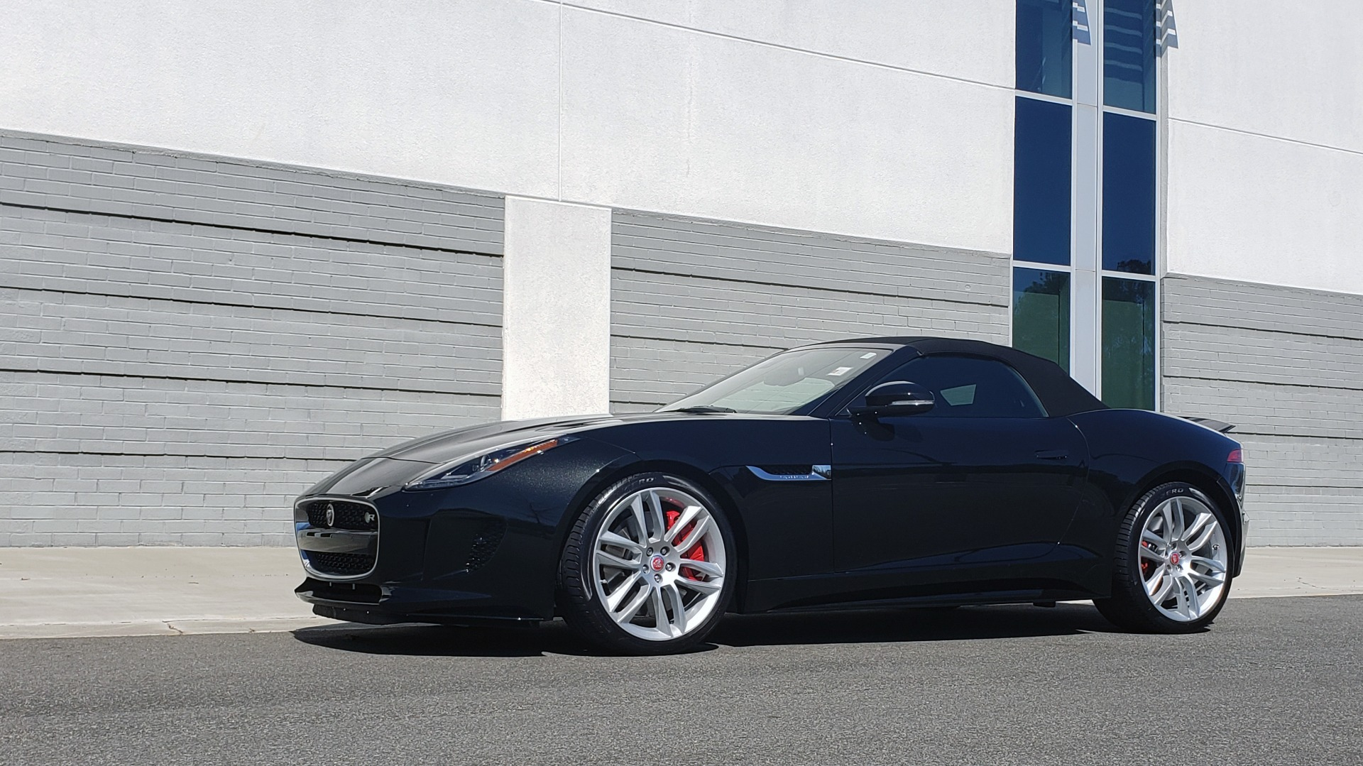 Used 2016 Jaguar F-TYPE R CONVERTIBLE / SC 5.0L 550HP / VISION PACK 3 / BSM / REARVIEW for sale $63,000 at Formula Imports in Charlotte NC 28227 4