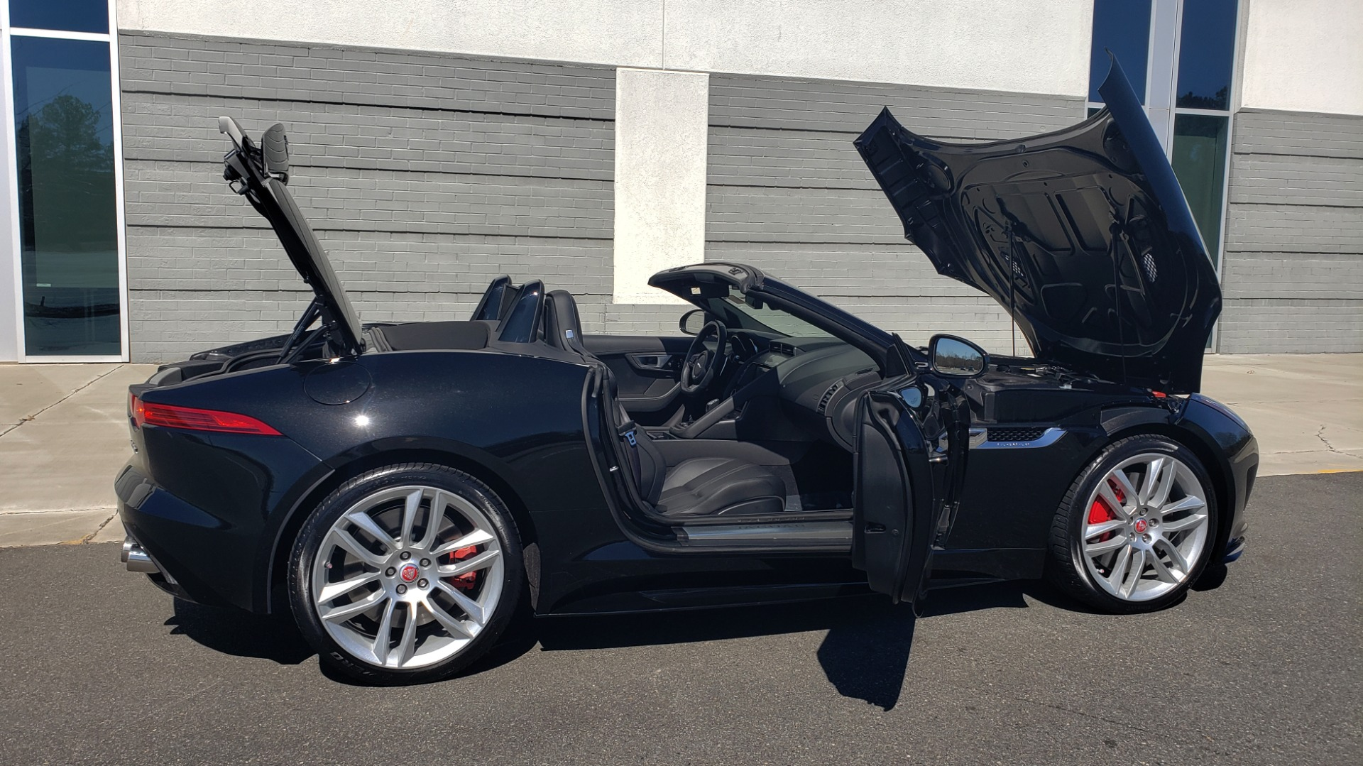 Used 2016 Jaguar F-TYPE R CONVERTIBLE / SC 5.0L 550HP / VISION PACK 3 / BSM / REARVIEW for sale $63,000 at Formula Imports in Charlotte NC 28227 40
