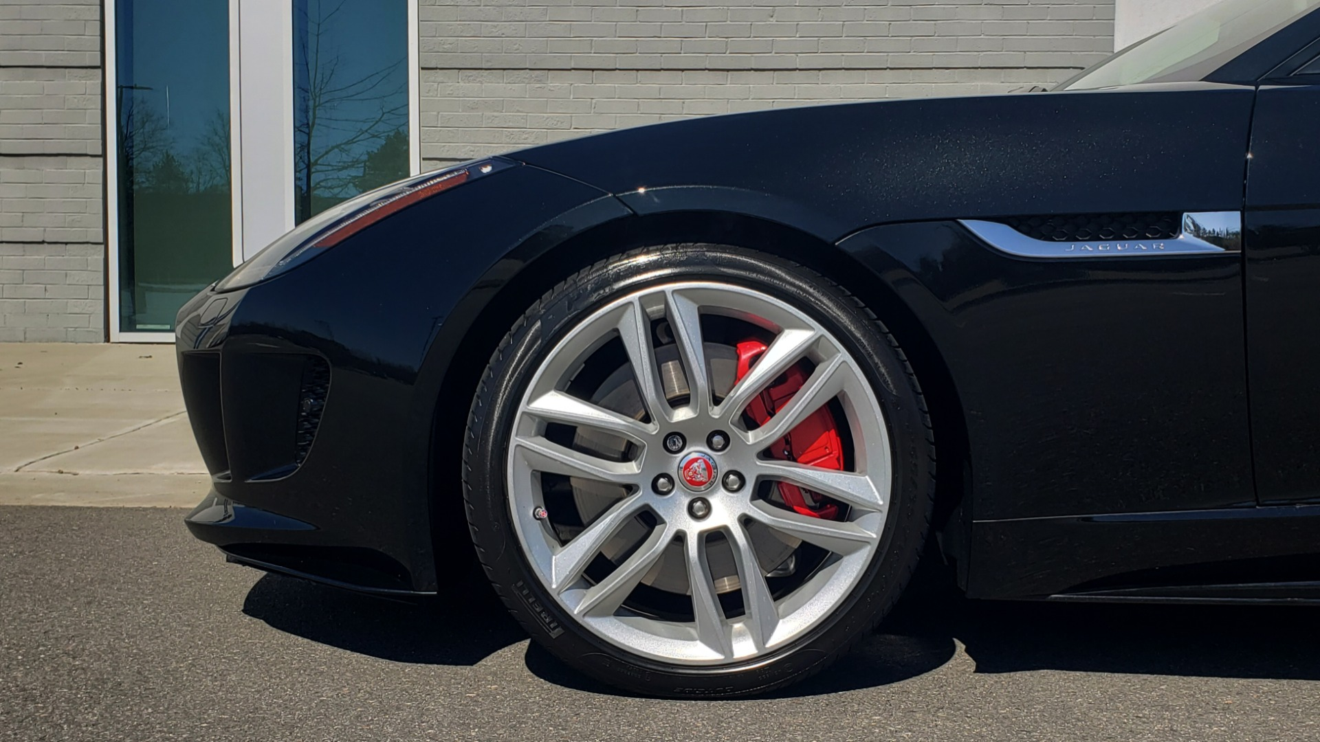 Used 2016 Jaguar F-TYPE R CONVERTIBLE / SC 5.0L 550HP / VISION PACK 3 / BSM / REARVIEW for sale $63,000 at Formula Imports in Charlotte NC 28227 44