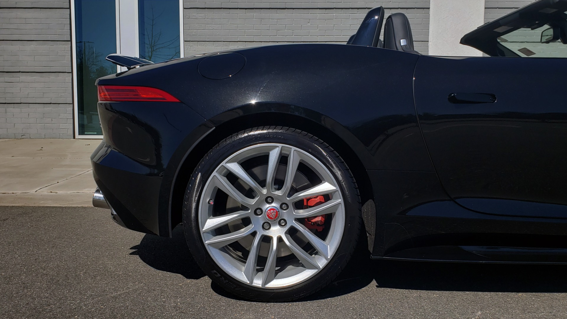 Used 2016 Jaguar F-TYPE R CONVERTIBLE / SC 5.0L 550HP / VISION PACK 3 / BSM / REARVIEW for sale $63,000 at Formula Imports in Charlotte NC 28227 46