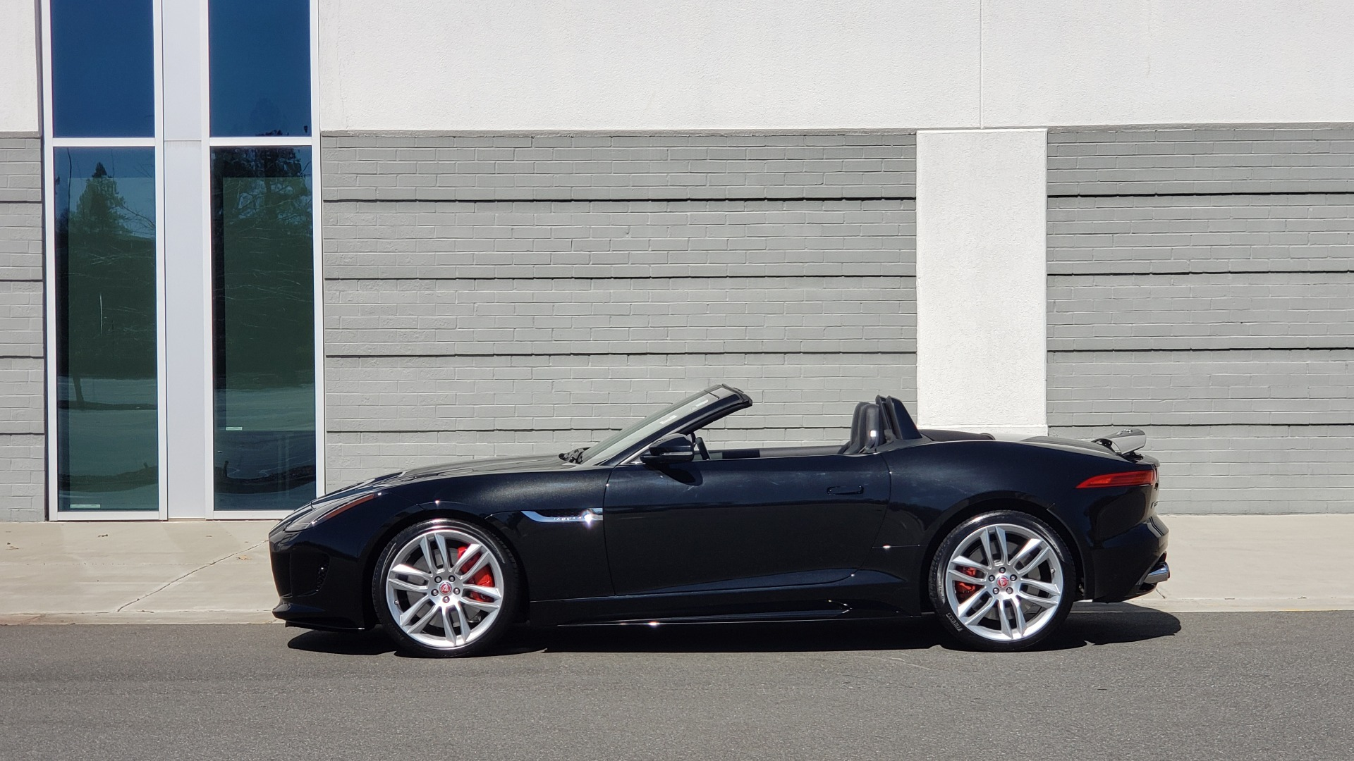 Used 2016 Jaguar F-TYPE R CONVERTIBLE / SC 5.0L 550HP / VISION PACK 3 / BSM / REARVIEW for sale $63,000 at Formula Imports in Charlotte NC 28227 5