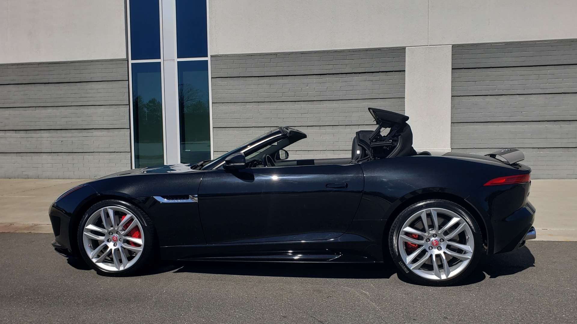 Used 2016 Jaguar F-TYPE R CONVERTIBLE / SC 5.0L 550HP / VISION PACK 3 / BSM / REARVIEW for sale $63,000 at Formula Imports in Charlotte NC 28227 8