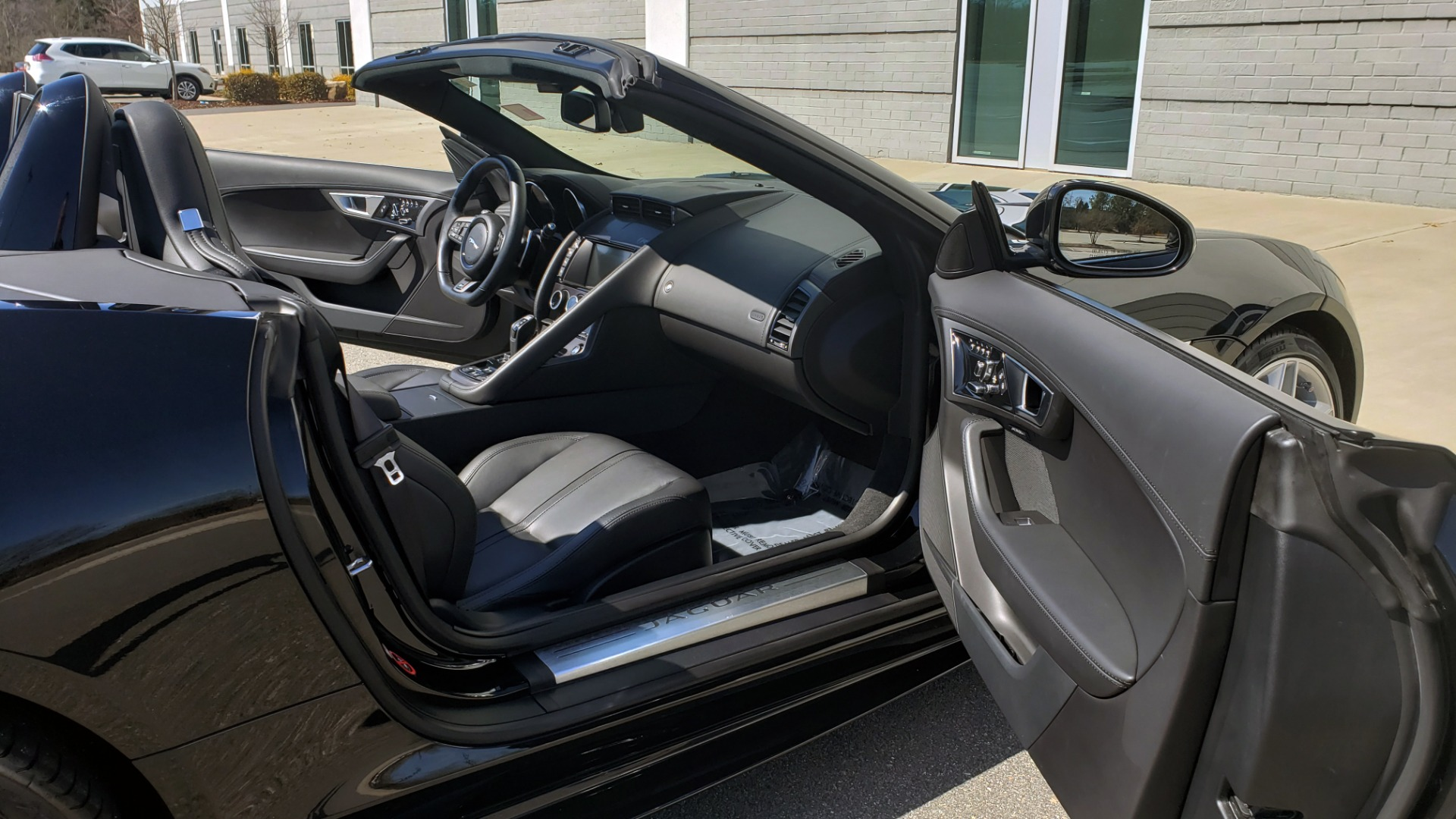 Used 2016 Jaguar F-TYPE R CONVERTIBLE / SC 5.0L 550HP / VISION PACK 3 / BSM / REARVIEW for sale $63,000 at Formula Imports in Charlotte NC 28227 81