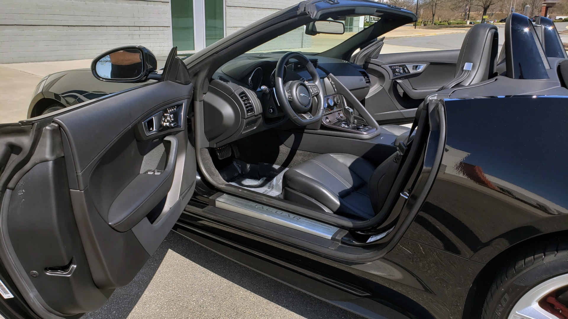 Used 2016 Jaguar F-TYPE R CONVERTIBLE / SC 5.0L 550HP / VISION PACK 3 / BSM / REARVIEW for sale $63,000 at Formula Imports in Charlotte NC 28227 82