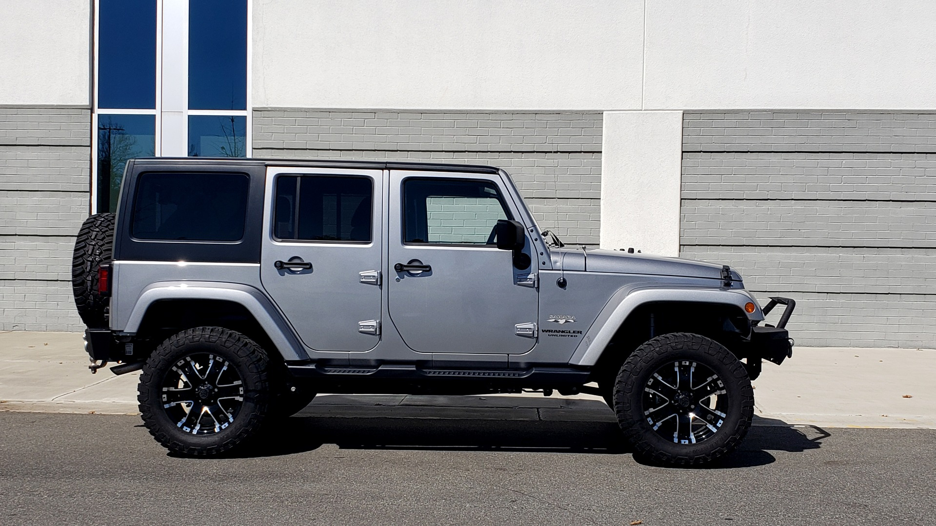 Used 2017 Jeep WRANGLER UNLIMITED SAHARA 4X4 / 3-PC FREEDOM TOP / 3.6L V6 / 5-SPD AUTO for sale Sold at Formula Imports in Charlotte NC 28227 10