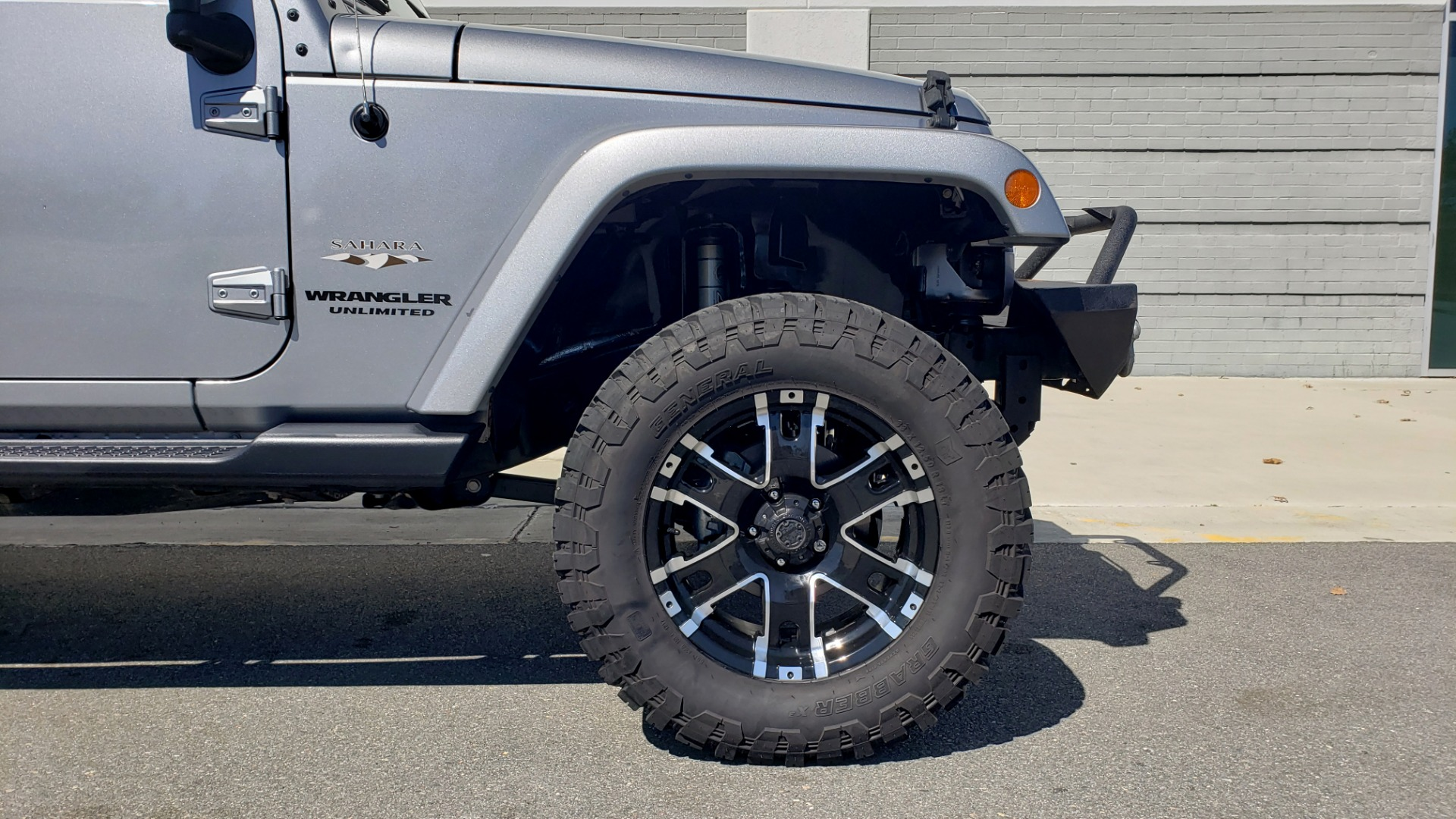 Used 2017 Jeep WRANGLER UNLIMITED SAHARA 4X4 / 3-PC FREEDOM TOP / 3.6L V6 / 5-SPD AUTO for sale Sold at Formula Imports in Charlotte NC 28227 13