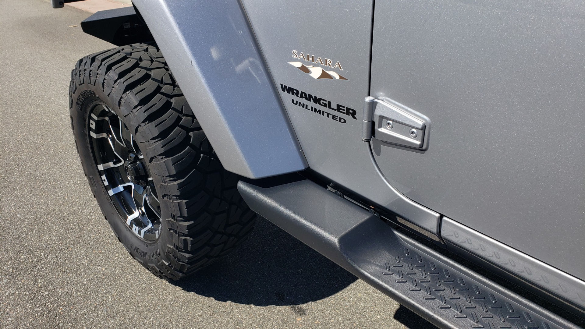 Used 2017 Jeep WRANGLER UNLIMITED SAHARA 4X4 / 3-PC FREEDOM TOP / 3.6L V6 / 5-SPD AUTO for sale Sold at Formula Imports in Charlotte NC 28227 5