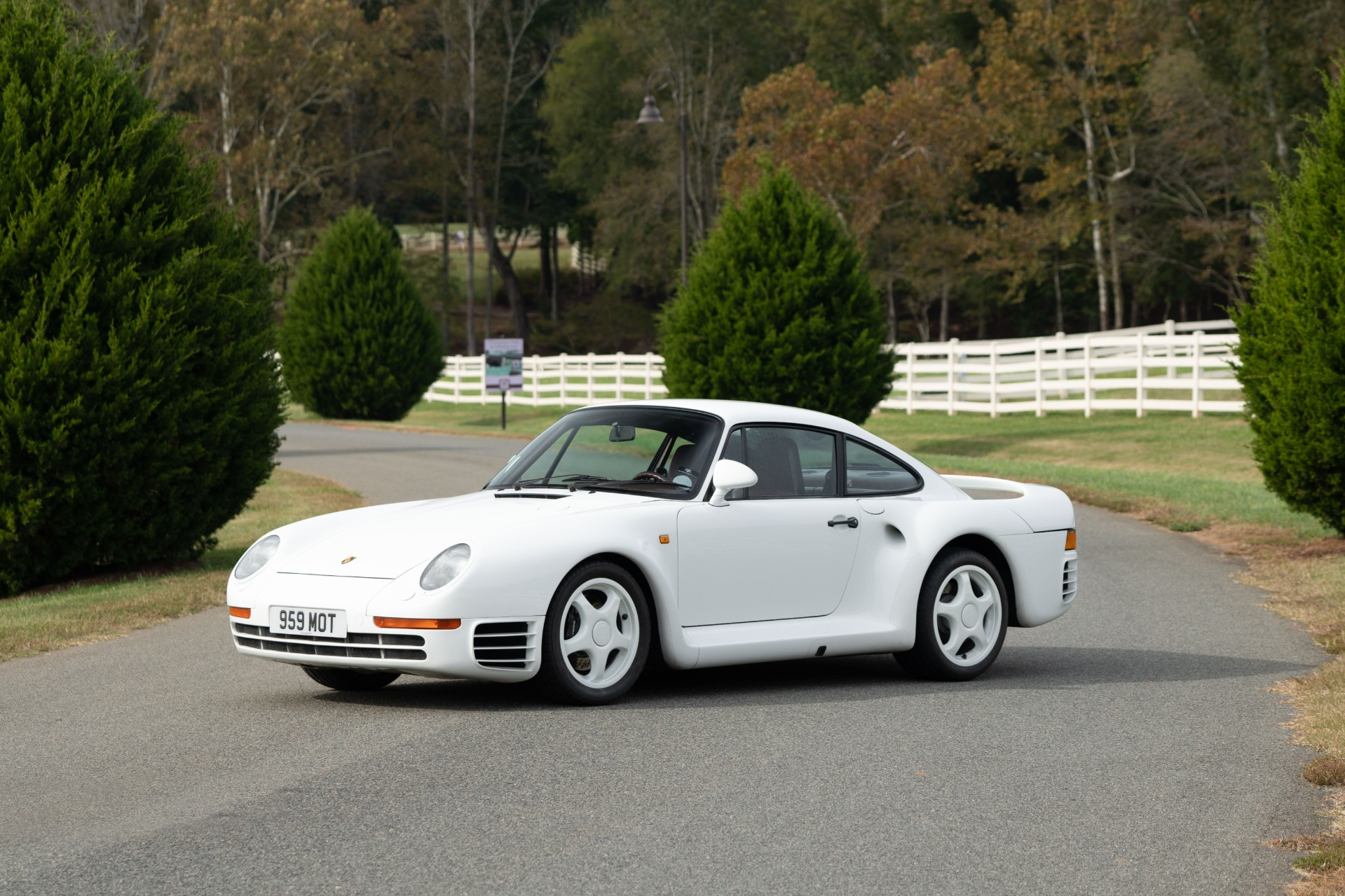 Used 1988 Porsche 959 KOMFORT COUPE / AWD / 6-SPEED MANUAL / ORIGINAL SUPERCAR for sale $1,399,999 at Formula Imports in Charlotte NC 28227 25