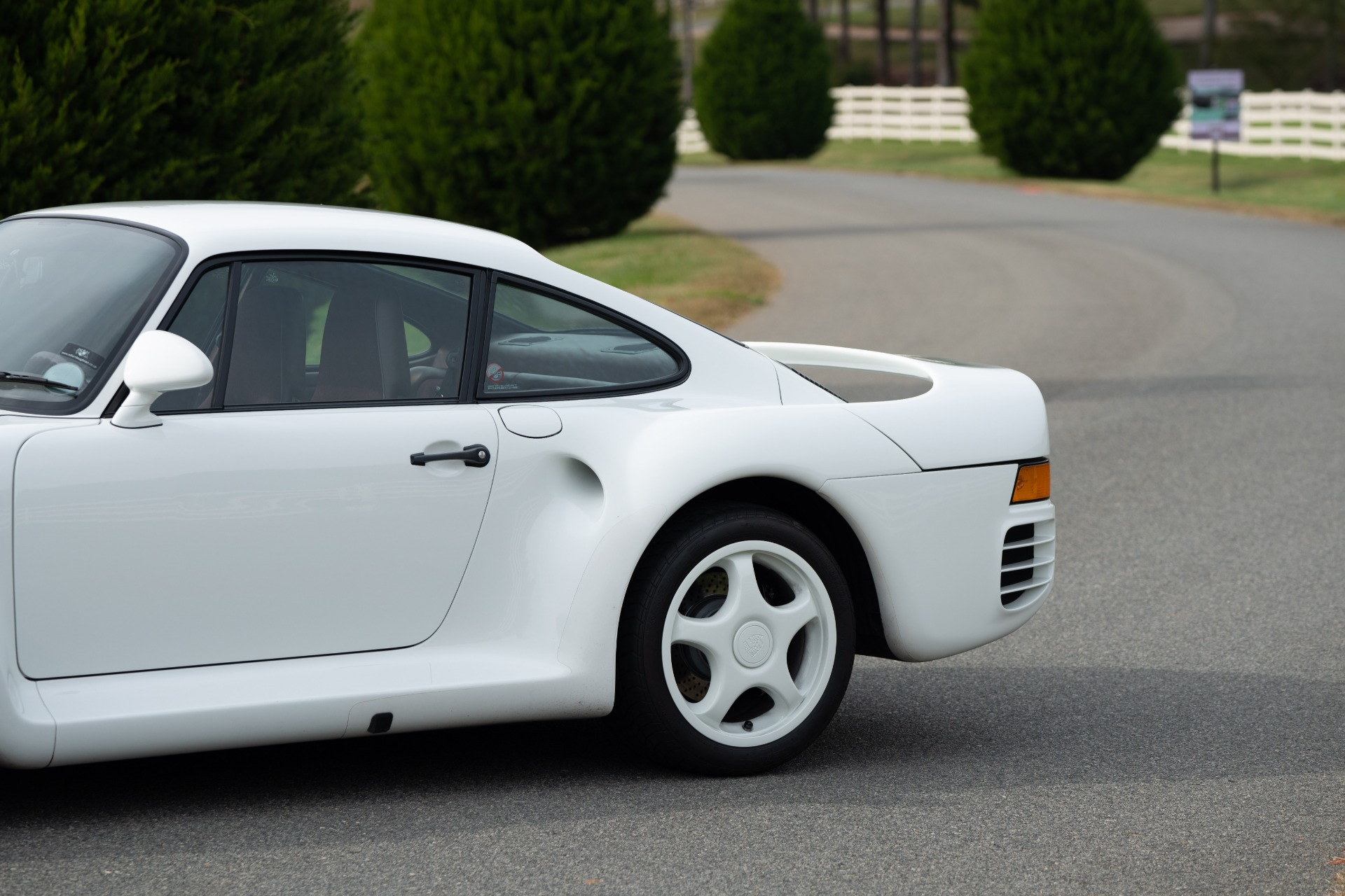 Used 1988 Porsche 959 KOMFORT COUPE / AWD / 6-SPEED MANUAL / ORIGINAL SUPERCAR for sale $1,425,000 at Formula Imports in Charlotte NC 28227 26