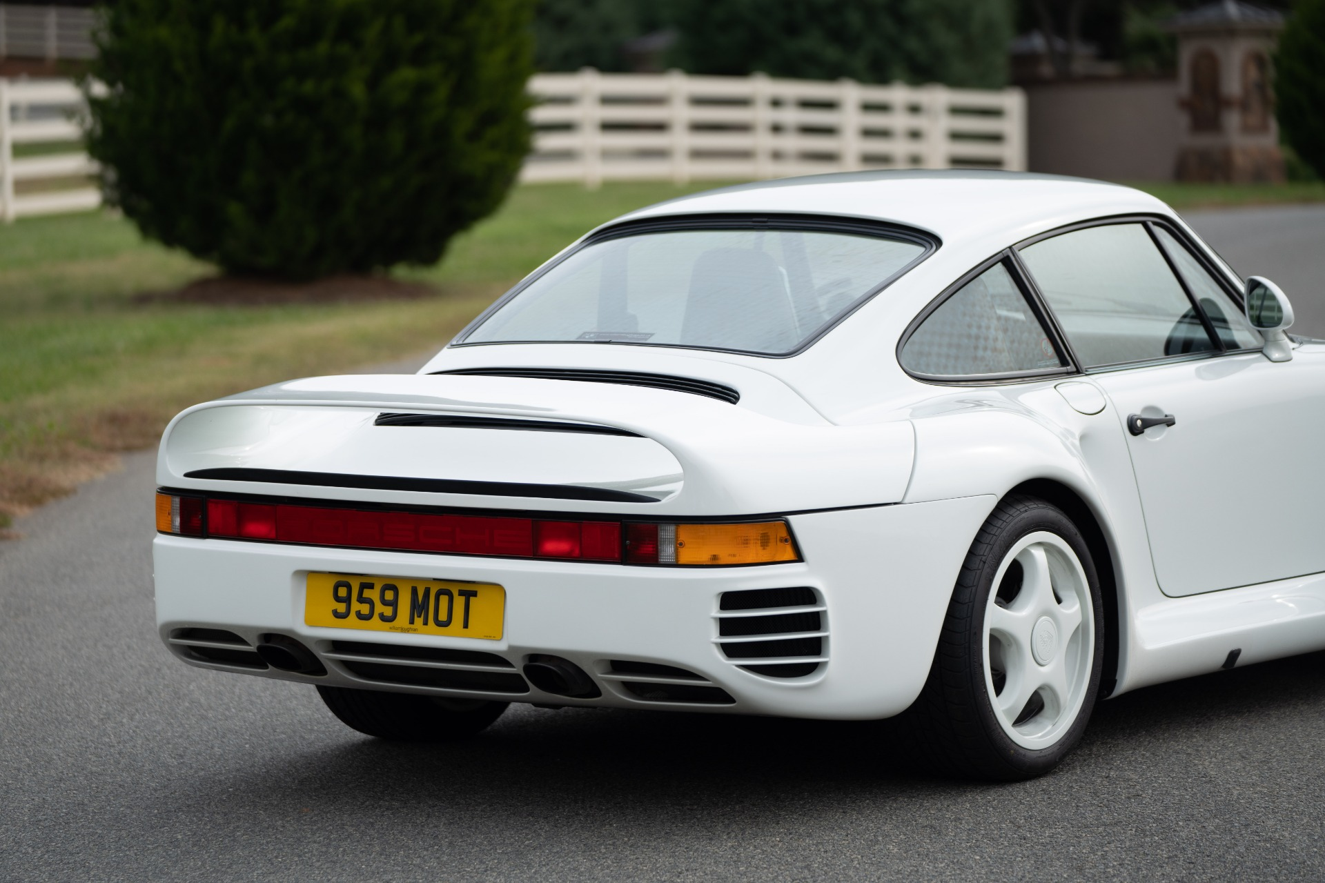 Used 1988 Porsche 959 KOMFORT COUPE / AWD / 6-SPEED MANUAL / ORIGINAL SUPERCAR for sale $1,399,999 at Formula Imports in Charlotte NC 28227 28