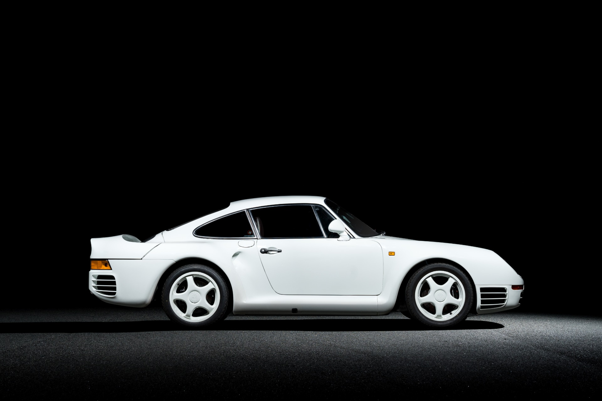 Used 1988 Porsche 959 KOMFORT COUPE / AWD / 6-SPEED MANUAL / ORIGINAL SUPERCAR for sale $1,425,000 at Formula Imports in Charlotte NC 28227 3