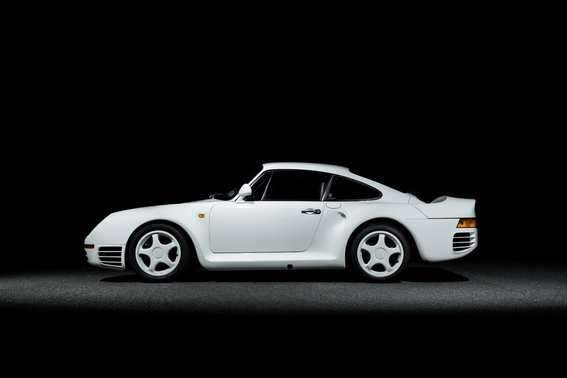 Used 1988 Porsche 959 KOMFORT COUPE / AWD / 6-SPEED MANUAL / ORIGINAL SUPERCAR for sale $1,425,000 at Formula Imports in Charlotte NC 28227 5
