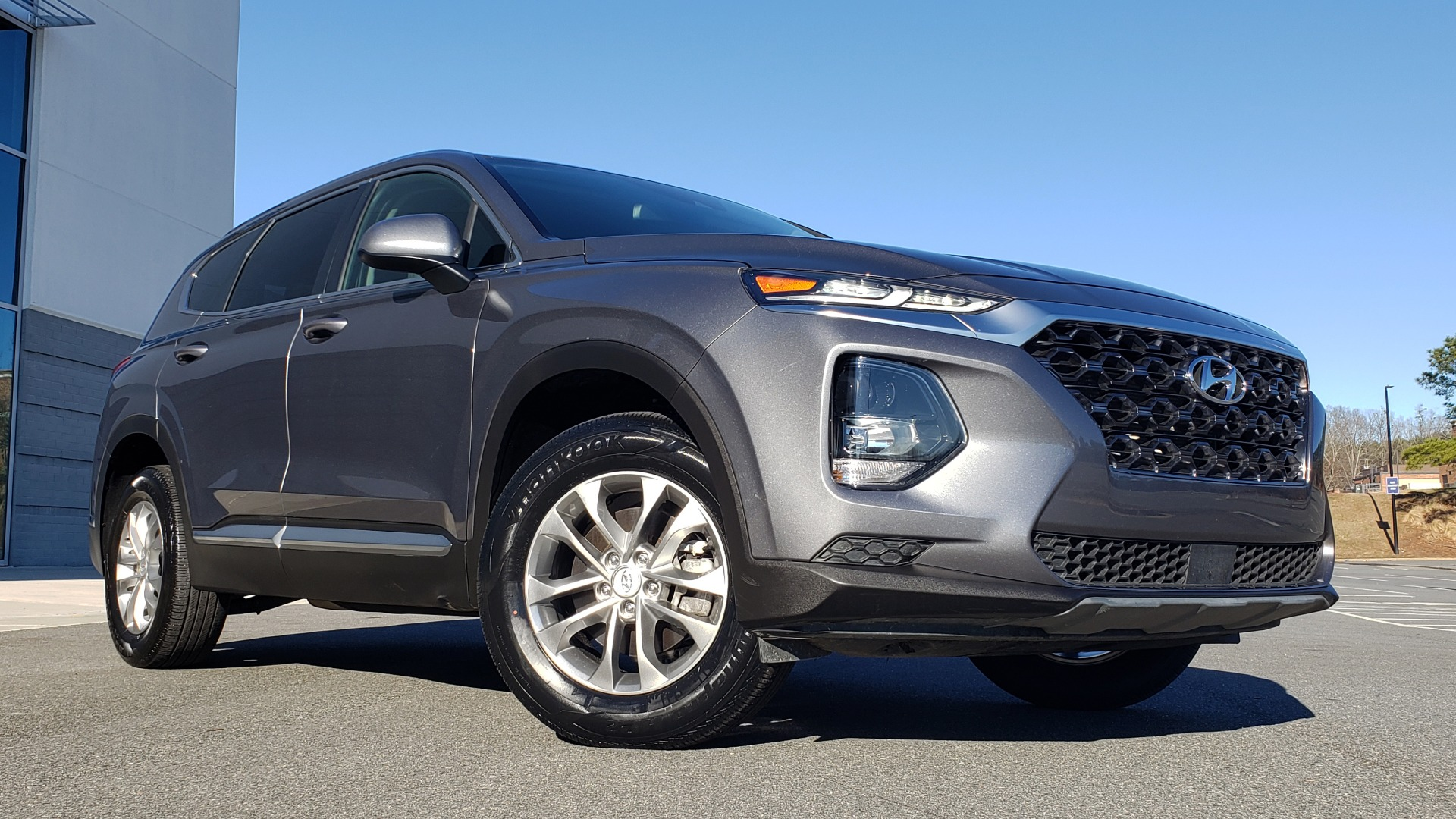 Used 2019 Hyundai SANTA FE SE / 2.4L 4-CYL / 8-SPD AUTO / BLIND SPOT / LANE KEEP ASSIST for sale Sold at Formula Imports in Charlotte NC 28227 2