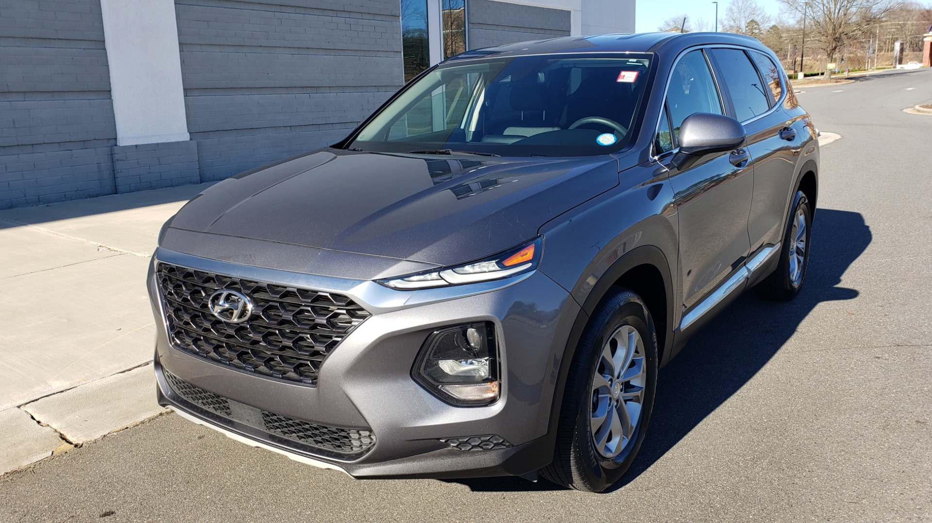 Used 2019 Hyundai SANTA FE SE / 2.4L 4-CYL / 8-SPD AUTO / BLIND SPOT / LANE KEEP ASSIST for sale Sold at Formula Imports in Charlotte NC 28227 4